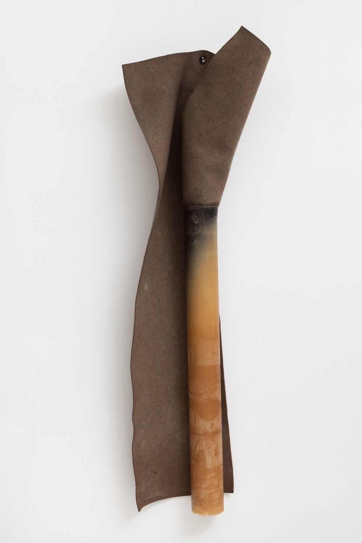 Jose Rezende S/T, 1987 feltro e parafina 170 x 60 x 17 cm