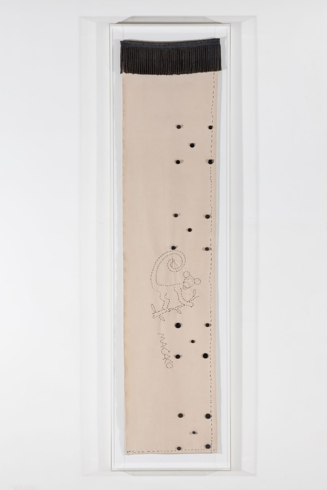 Leonilson Macaco, 1989 Bordado, botões, franja de viscose e linhas sobre lona 206 x 89 x 21 cm