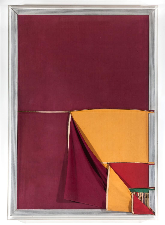 Nelson Leirner Homenagem ao Fontana, 1967 técnica mista 185 x 130