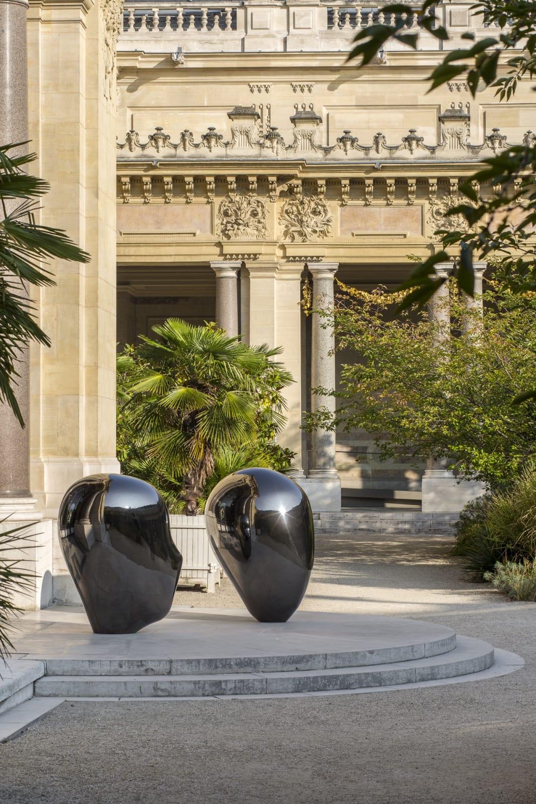 """<a href=""""/content/feature/380/detail/image18750/"""" class=""""pageload-link-type-popup-enabled-content""""><div class=""""gmail_default cms_size_1""""><em>HEAD No.4</em>, 2014. Installation view, FIAC 2016, Petit Palais, Paris.© Servent</div></a>"""