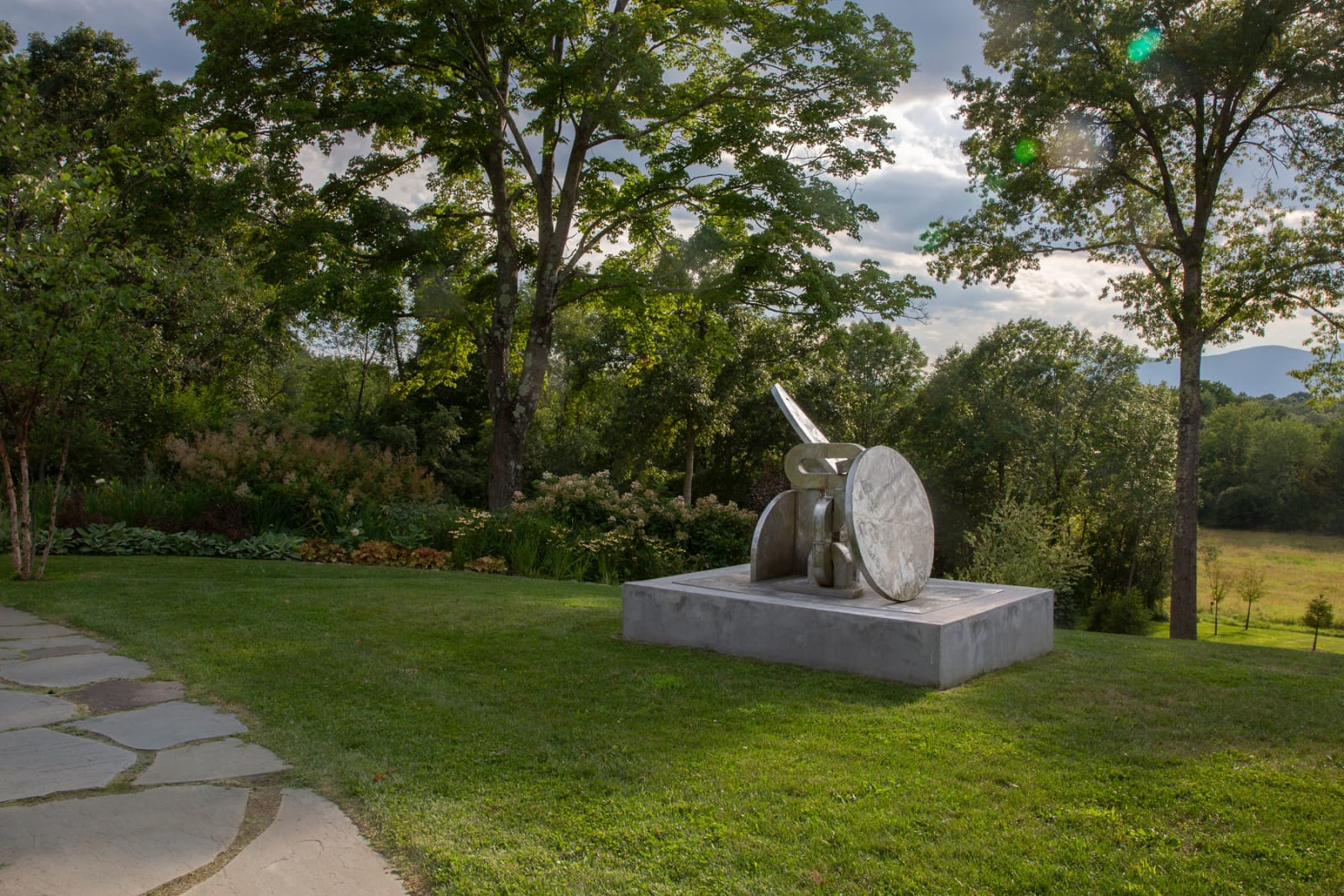"""<div class=""""additional_caption"""">'Untitled', 1993. Stainless steel, 148.6 x 198 x 122cm(58 1/2 x 78 x 48 1/8in)</div>"""