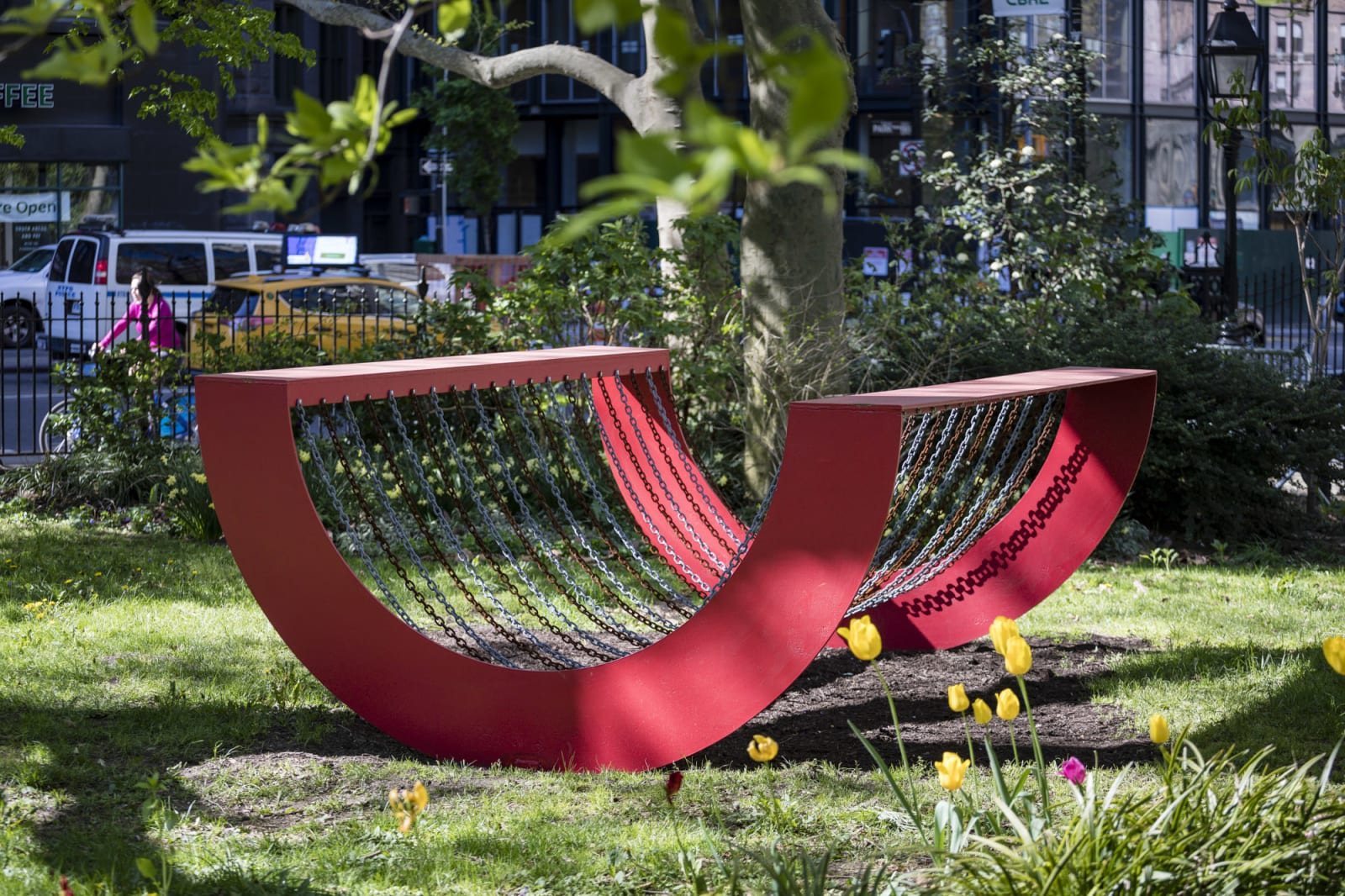 """<div class=""""additional_caption"""">'Homage to Coco', 1970. Painted steel and chain, 122 x 243.8 x 304.8cm(48 1/8 x 96 x 120in)</div>"""