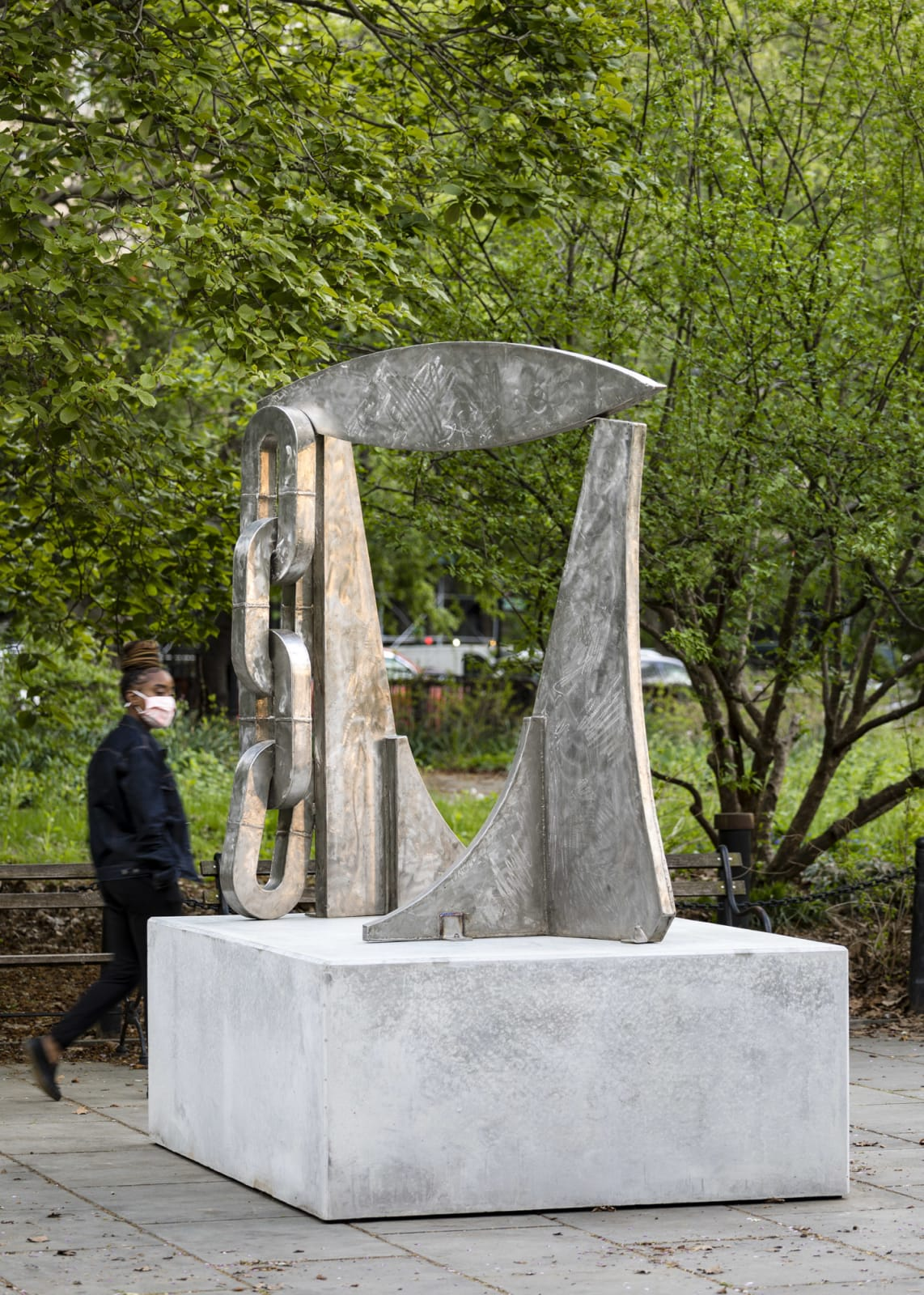 """<div class=""""additional_caption"""">'The Promise', 1984. Stainless steel, 190.5 x 190.5 x 165cm (75 x 75 x 65in)</div>"""
