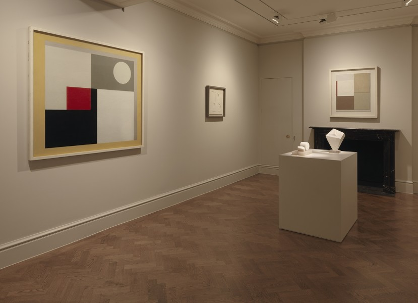 Back Gallery (Clockwise) : Ben Nicholson, Painting - Version I (1938), Ben Nicholson, White Relief, Square and Circles (1934), Ben Nicholson, Painted Refied - Version I (1940), Barbara Hepworth, Form (1936) and Barbara Hepworth, Two Forms (1934-35)