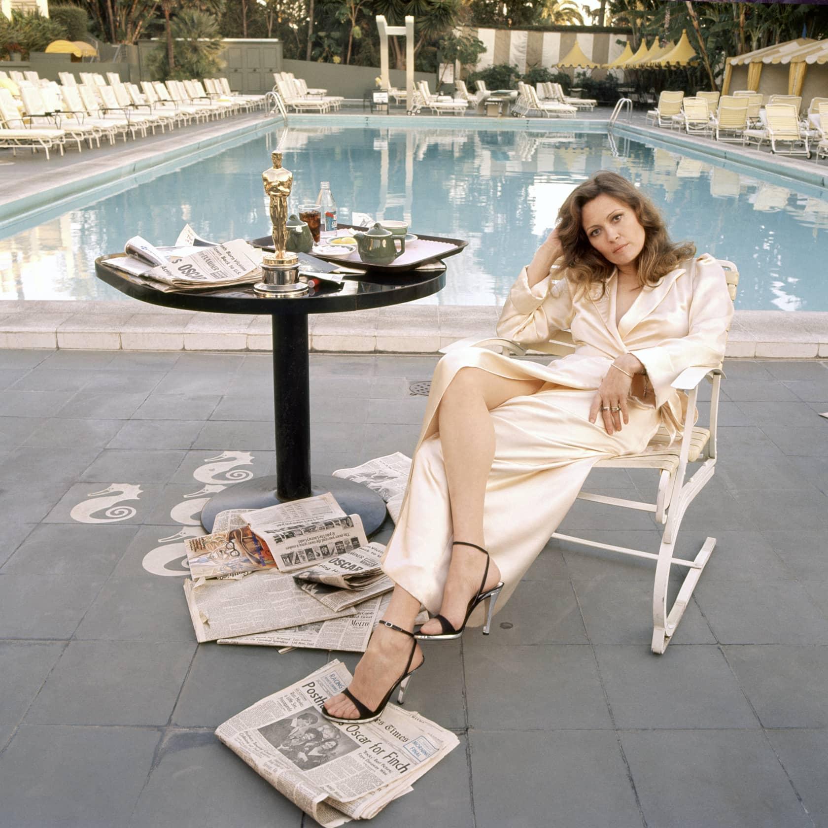 Terry O'Neill, Faye Dunaway, Beverly Hills Hotel , 1977