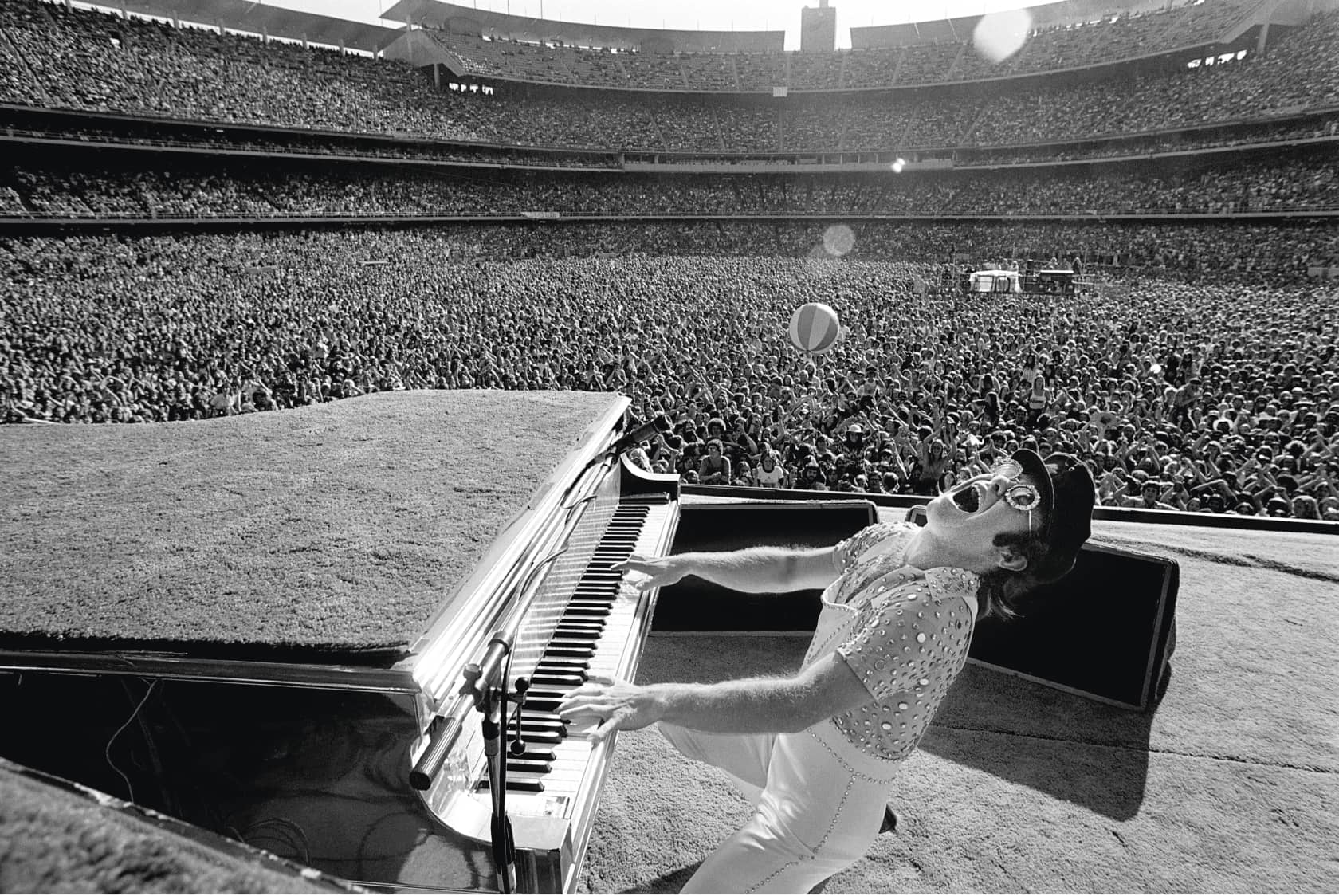 Terry O'Neill, Elton John, Dodgers Stadium - Black & White, 1975