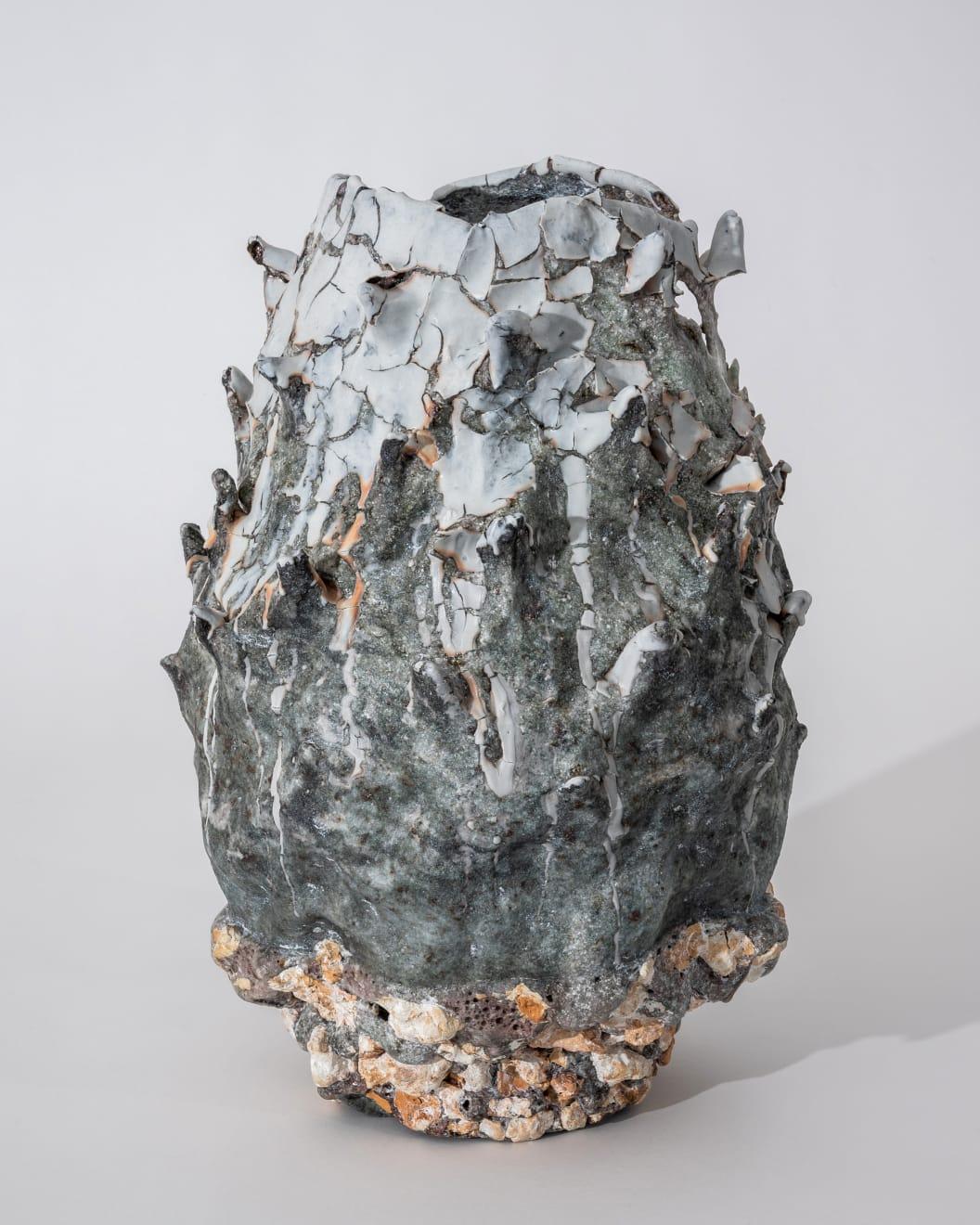 Masaomi Yasunaga, 抜け殻の樹 / shedding bark, 2020