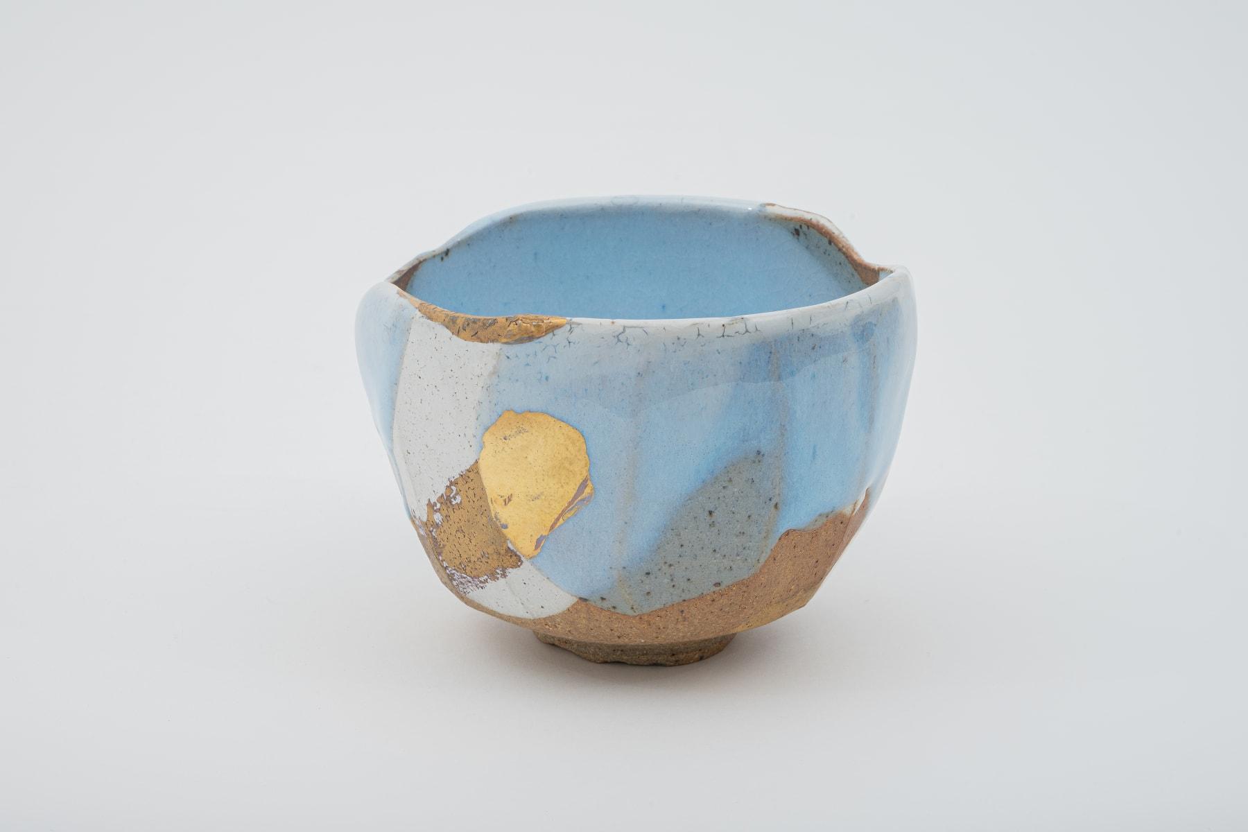 Hosai Matsubayashi XVI, Geppaku glaze with gold Chawan / 月白釉流シ金彩, 2020