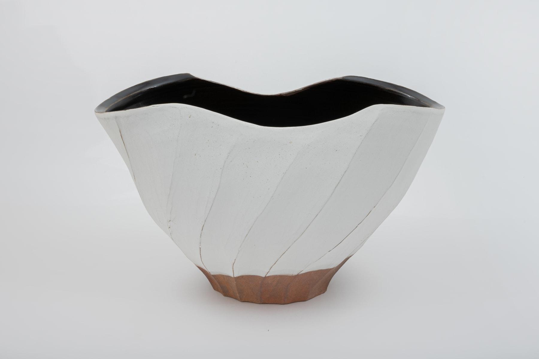 Hosai Matsubayashi XVI, Kohiki and Black glaze Vase / 花器 粉引黒釉, 2020