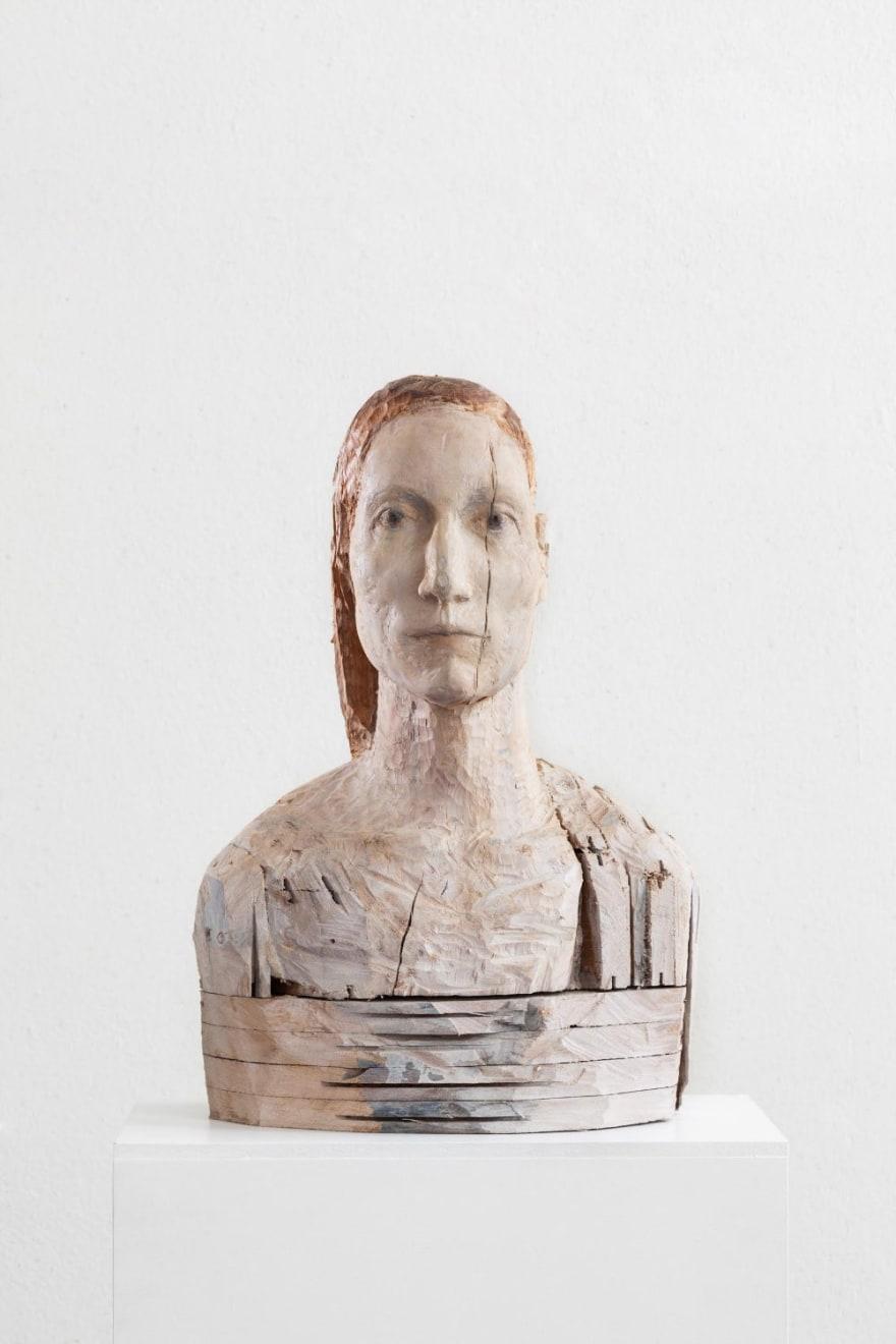 Laura Eckert - NN19 - 2016 - eikenparket, pigment - 60 x 30 x 30 cm
