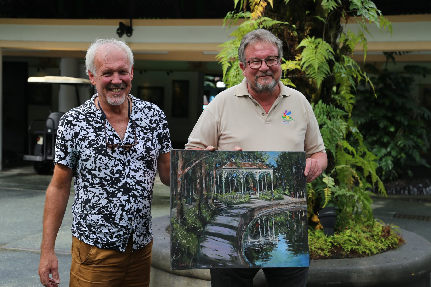 07 OCTOBER 2019 SINGAPORE BOTANIC GARDENS Artist Gerard Byrne with Dr Nigel Taylor, SBG Director The Swan Lake Gazebo, Dr Taylor private Art Collection photo: Agata Byrne