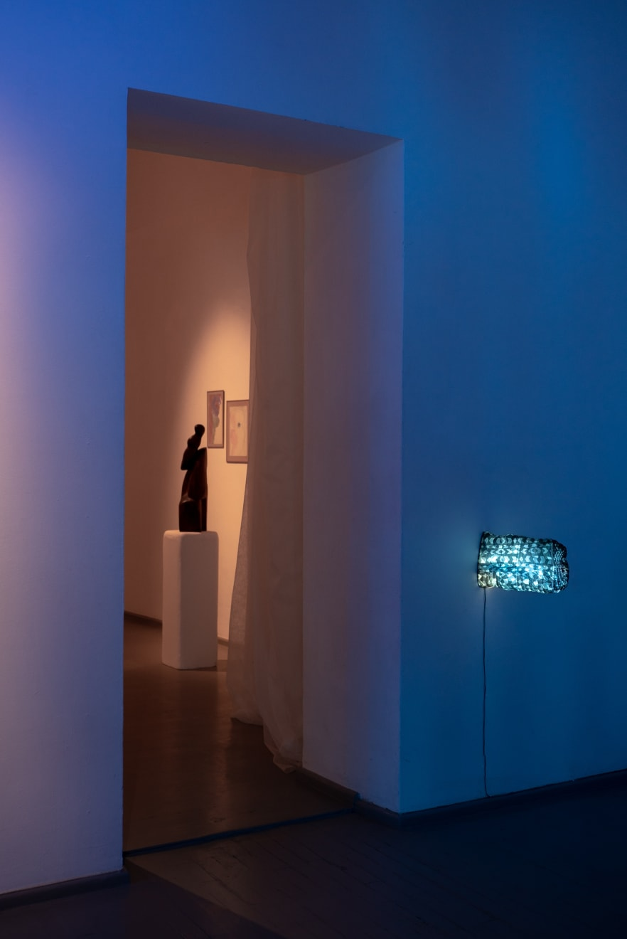 L'ÉTREINTE - EMBRACEMENT – GLAMONĖ, installation view Photographed by Laurynas Skeisgiela