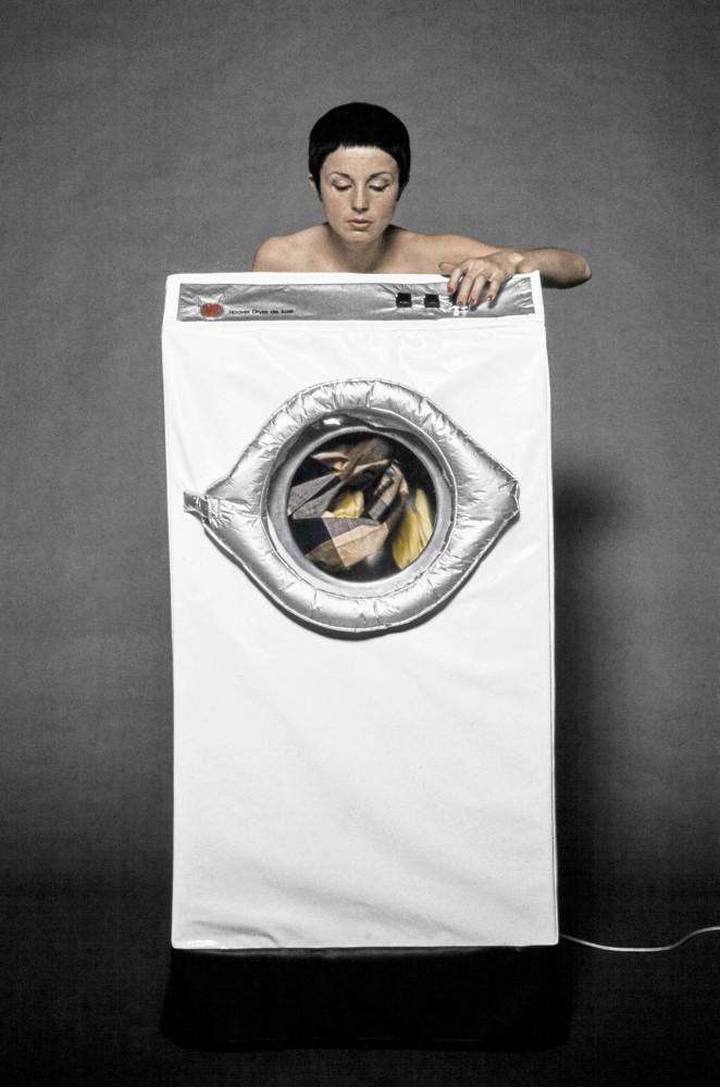 <div class=&#34;artist&#34;><strong>Helen CHADWICK</strong></div> 1953 - 1996 <div class=&#34;title&#34;><em>In the Kitchen (Washing Machine)</em>, 1977</div> <div class=&#34;medium&#34;>Colour Archival Pigment Print.</div> <div class=&#34;dimensions&#34;>Image size: 41.9 x 27.7 cm<br /> Sheet size: 50.8 x 40.6 cm</div> <div class=&#34;edition_details&#34;>Edition 1 of 10 + 5 APs</div>