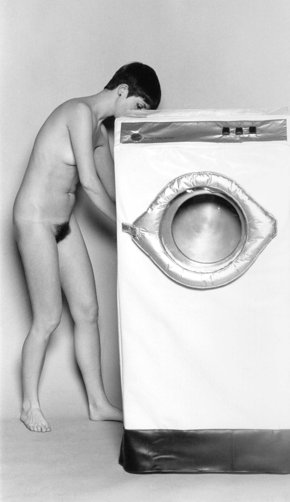 <div class=&#34;artist&#34;><strong>Helen CHADWICK</strong></div> 1953 - 1996 <div class=&#34;title&#34;><em>In the Kitchen (Washing Machine)</em>, 1977</div> <div class=&#34;medium&#34;>Black and white Archival Pigment Print</div> <div class=&#34;dimensions&#34;>Image size: 30 x 17.3 cm <br /> Sheet size: 40 x 30 cm</div> <div class=&#34;edition_details&#34;>Edition 1 of 10 + 5 APs</div>