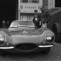 Steve McQueen with John Sturges, Looking at Jaguar