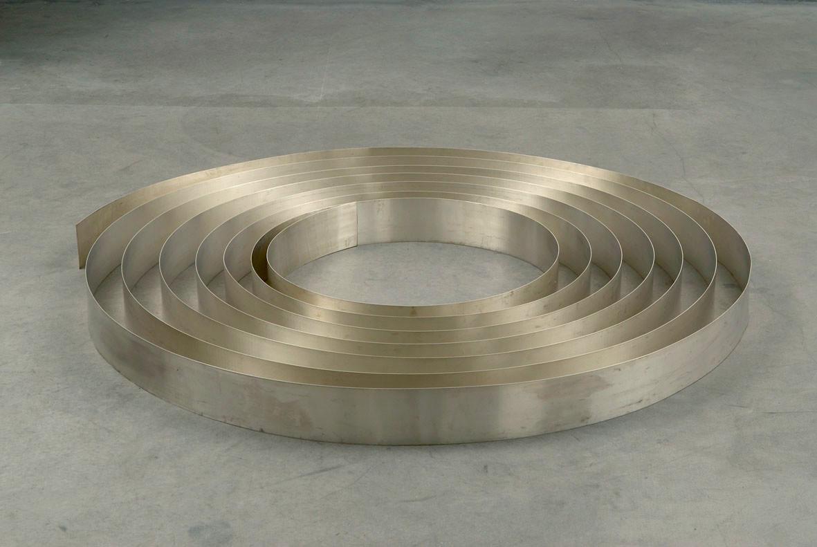 "<div class=""title""><em>Silver Ribbon</em>, 2002</div><div class=""medium"">sheet silver</div><div class=""dimensions"">9.0 x 2100.0 x 124.0 cm<br />3 1/2 x 826 3/4 x 48 7/8 in.</div>"