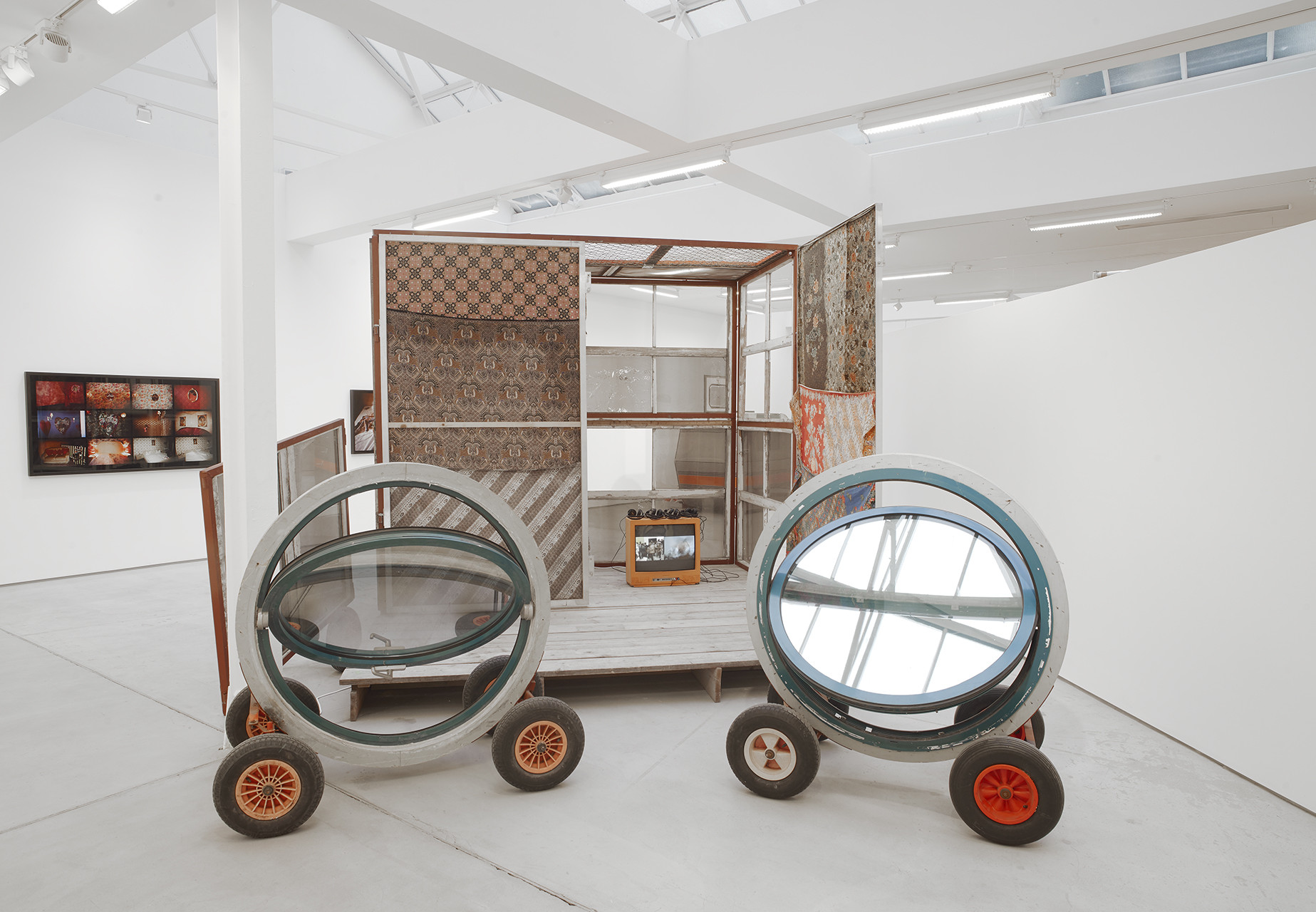 <p>Marvin Gaye Chetwynd, installation view, 2017</p>