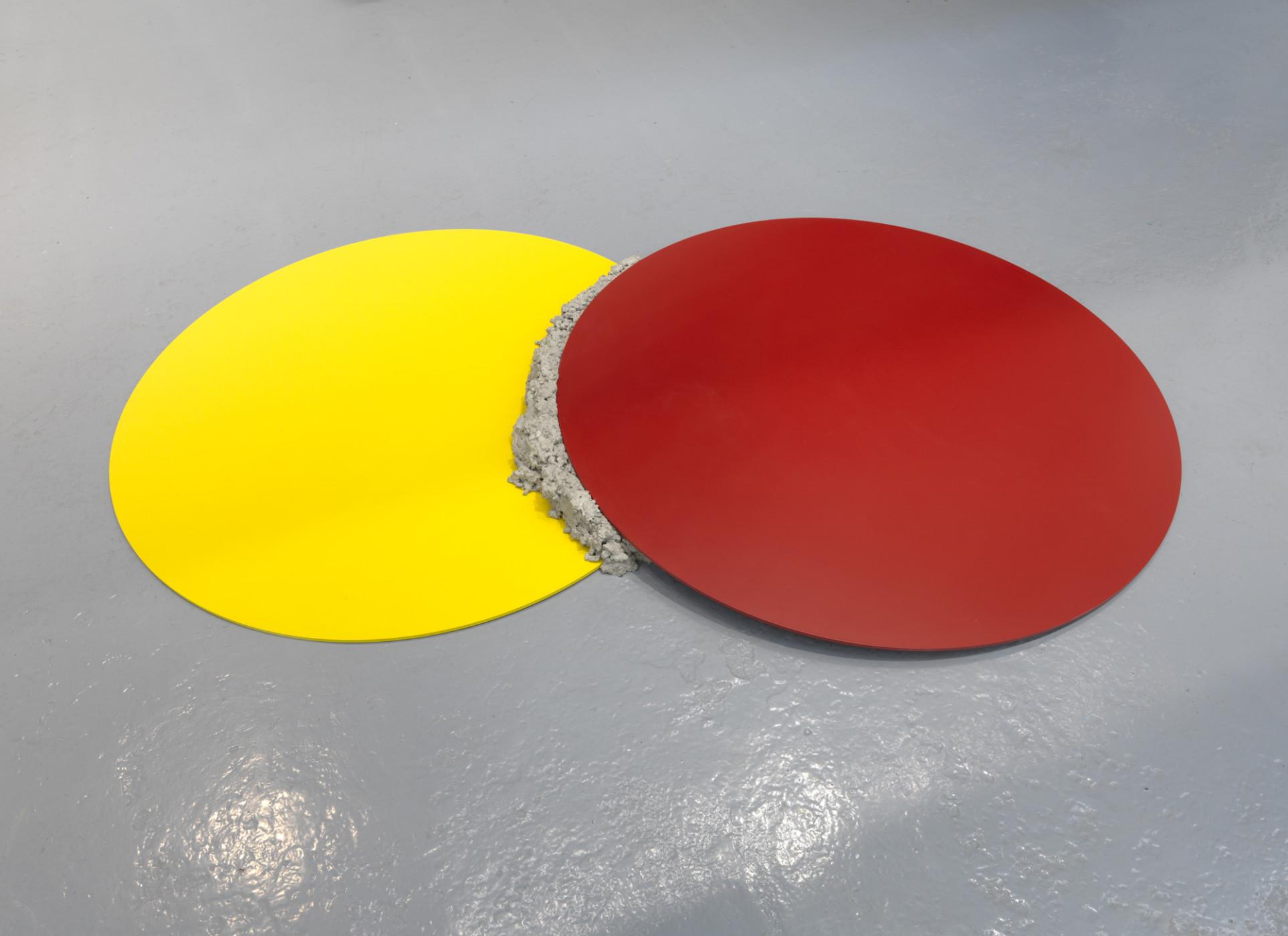 """<div class=""""title""""><em>er</em>, 2012</div><div class=""""medium"""">steel, cement, lacquer paint</div><div class=""""dimensions"""">12.0 x 200.0 x 120.0 cm<br />4 3/4 x 78 3/4 x 47 1/4 in.</div>"""