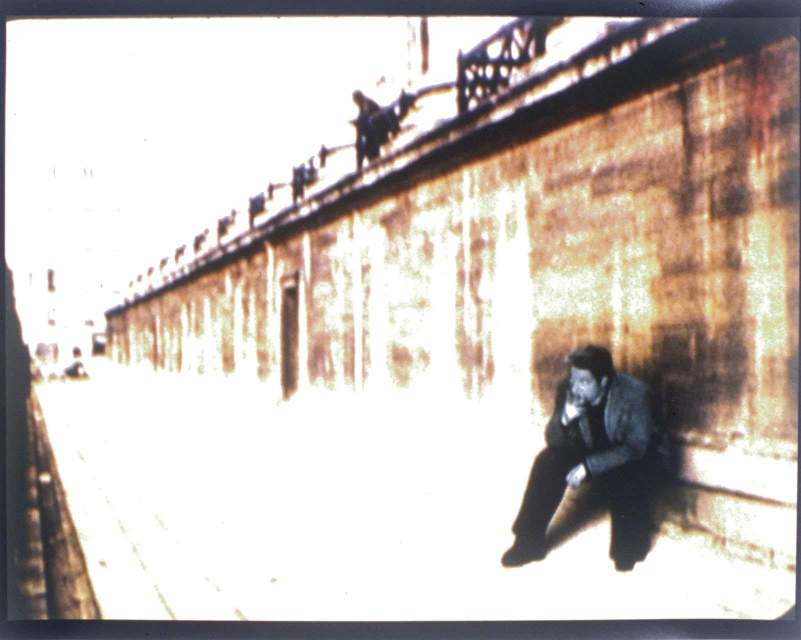 """<div class=""""artwork_caption""""><p>Das Begräbnis der Marlene Dietrich #3, 1999</p></div>"""