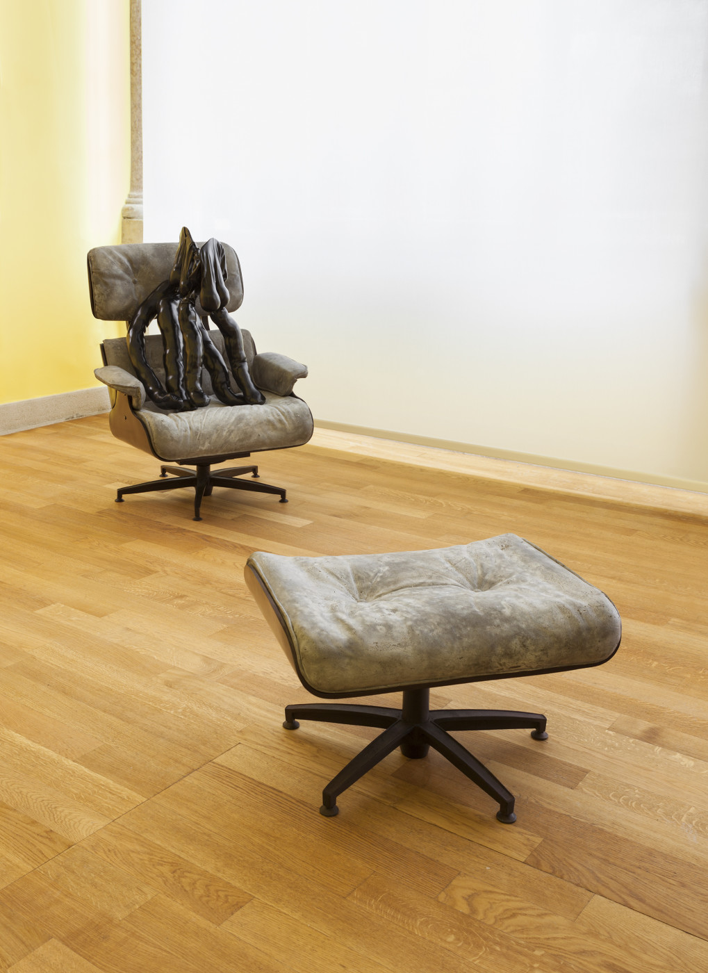 "<div class=""title""><em>Tit-Cat Eames Chair</em>, 2015</div><div class=""medium"">bronze, concrete</div><div class=""dimensions"">103.0 x 81.0 x 78.0 cm<br />40 1/2 x 31 7/8 x 30 11/16 in.</div>"