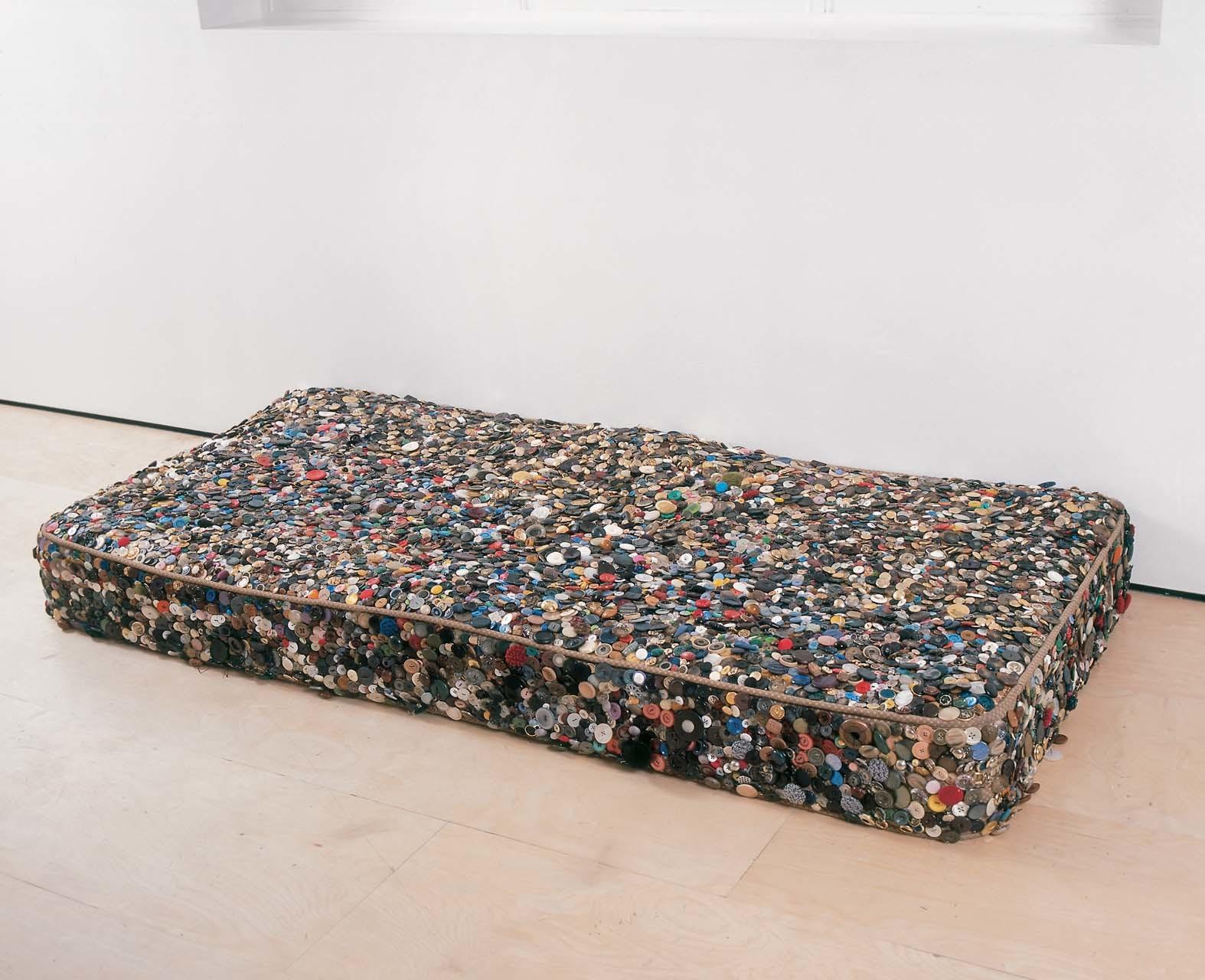 """<div class=""""artwork_caption""""><p>Bed-Head, 2002</p></div>"""