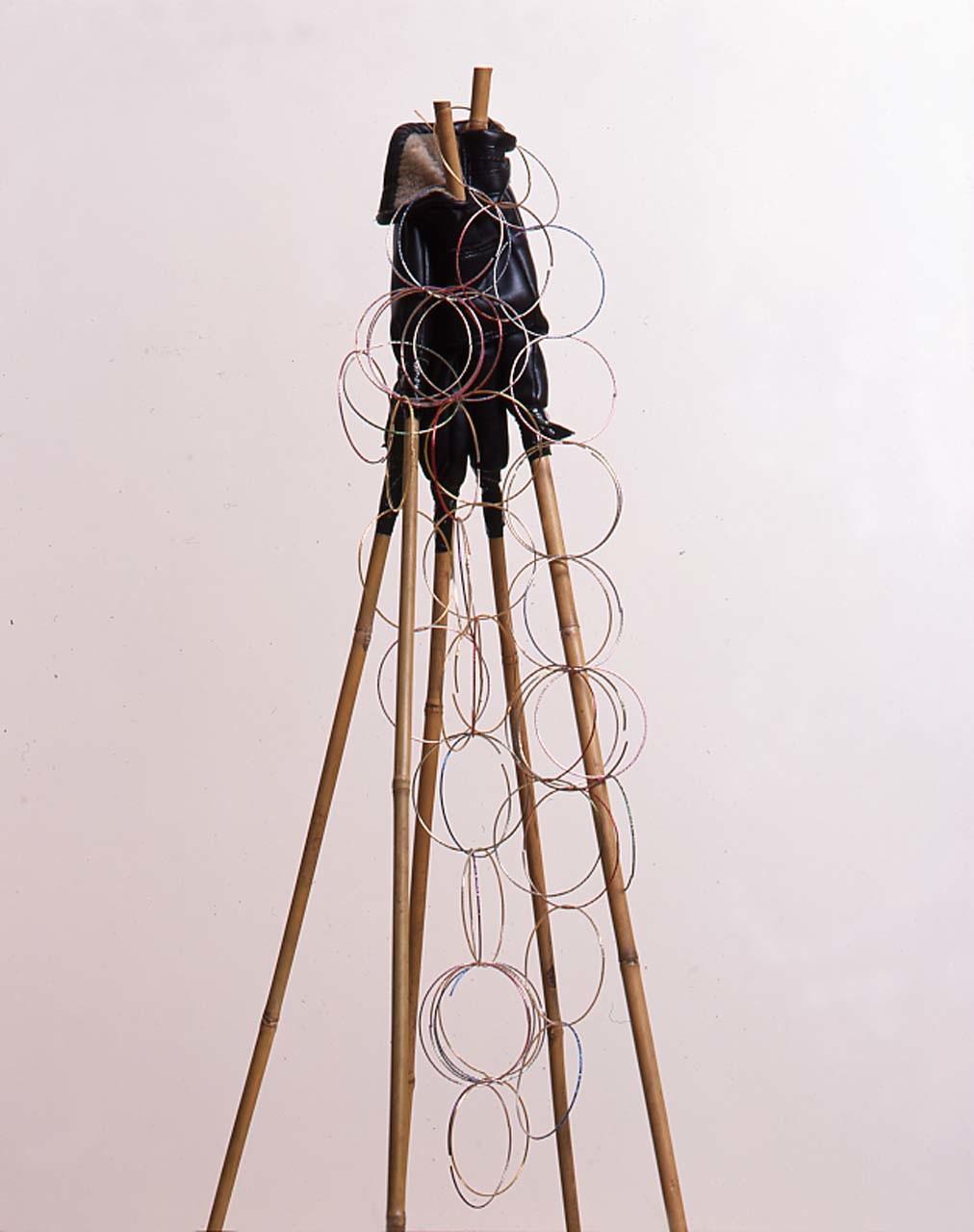 """<div class=""""artwork_caption""""><p>Salon Unisex, 2002</p></div>"""