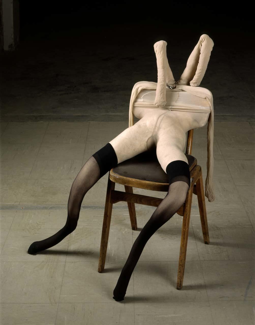 """<div class=""""artwork_caption""""><p>Bunny Gets Snookered, 1997</p></div>"""