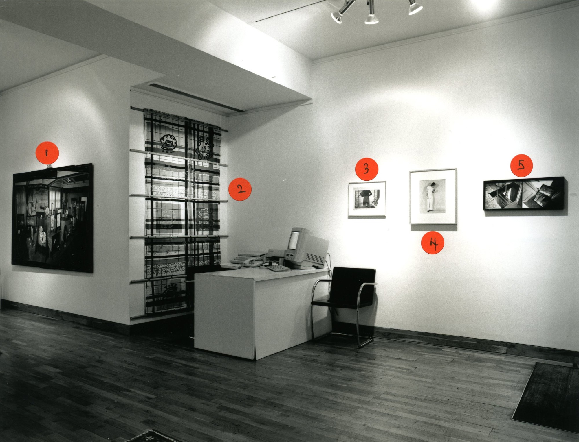 """<span class=""""link fancybox-details-link""""><a href=""""/exhibitions/153/works/image_standalone652/"""">View Detail Page</a></span><p>HOLLYBURY USA   A REFLECTION ON BLOOMSBURY   23 NOV - 23 DEC 1999   Installation View</p>"""