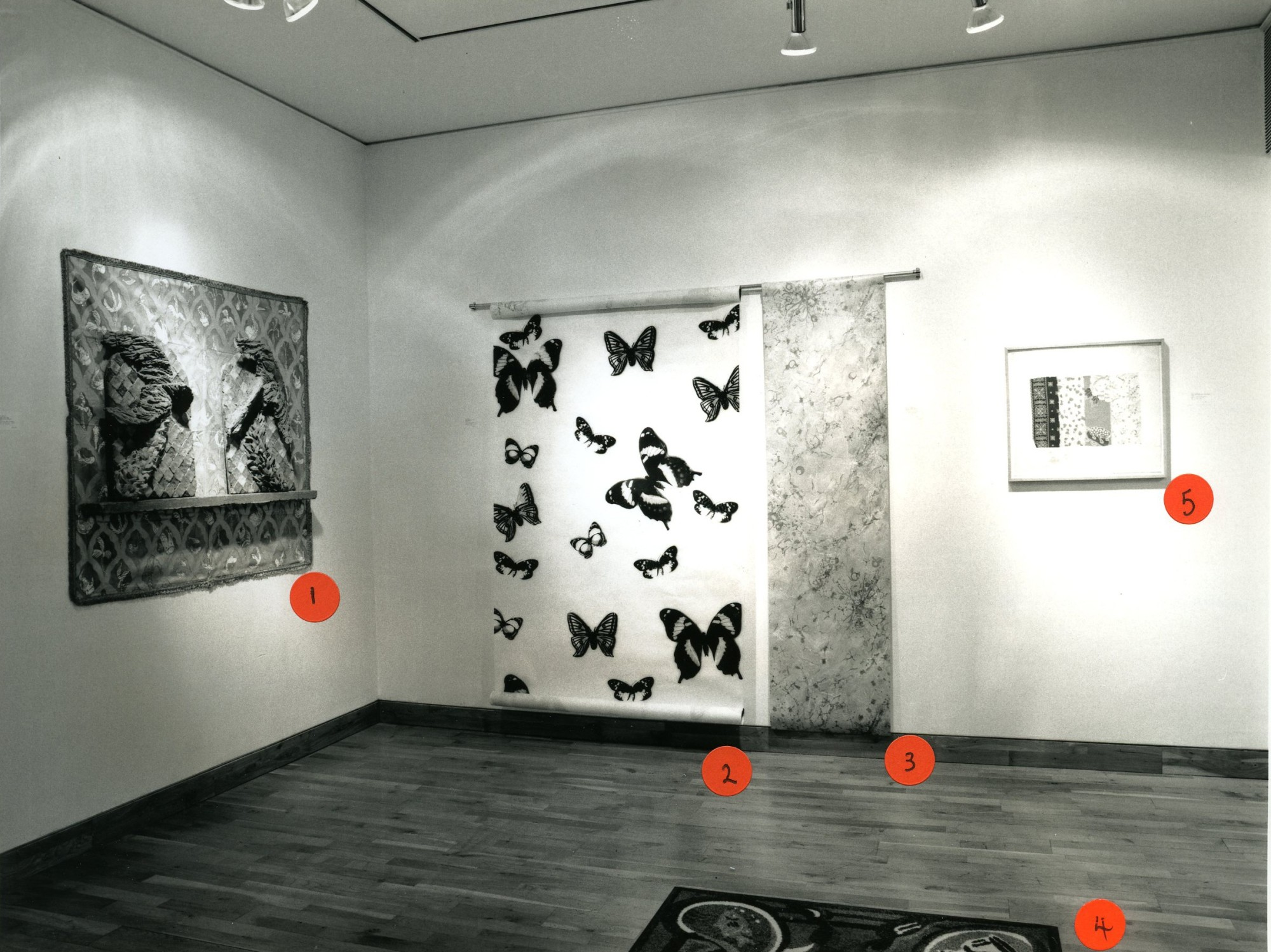 """<span class=""""link fancybox-details-link""""><a href=""""/exhibitions/153/works/image_standalone655/"""">View Detail Page</a></span><p>HOLLYBURY USA   A REFLECTION ON BLOOMSBURY   23 NOV - 23 DEC 1999   Installation View</p>"""