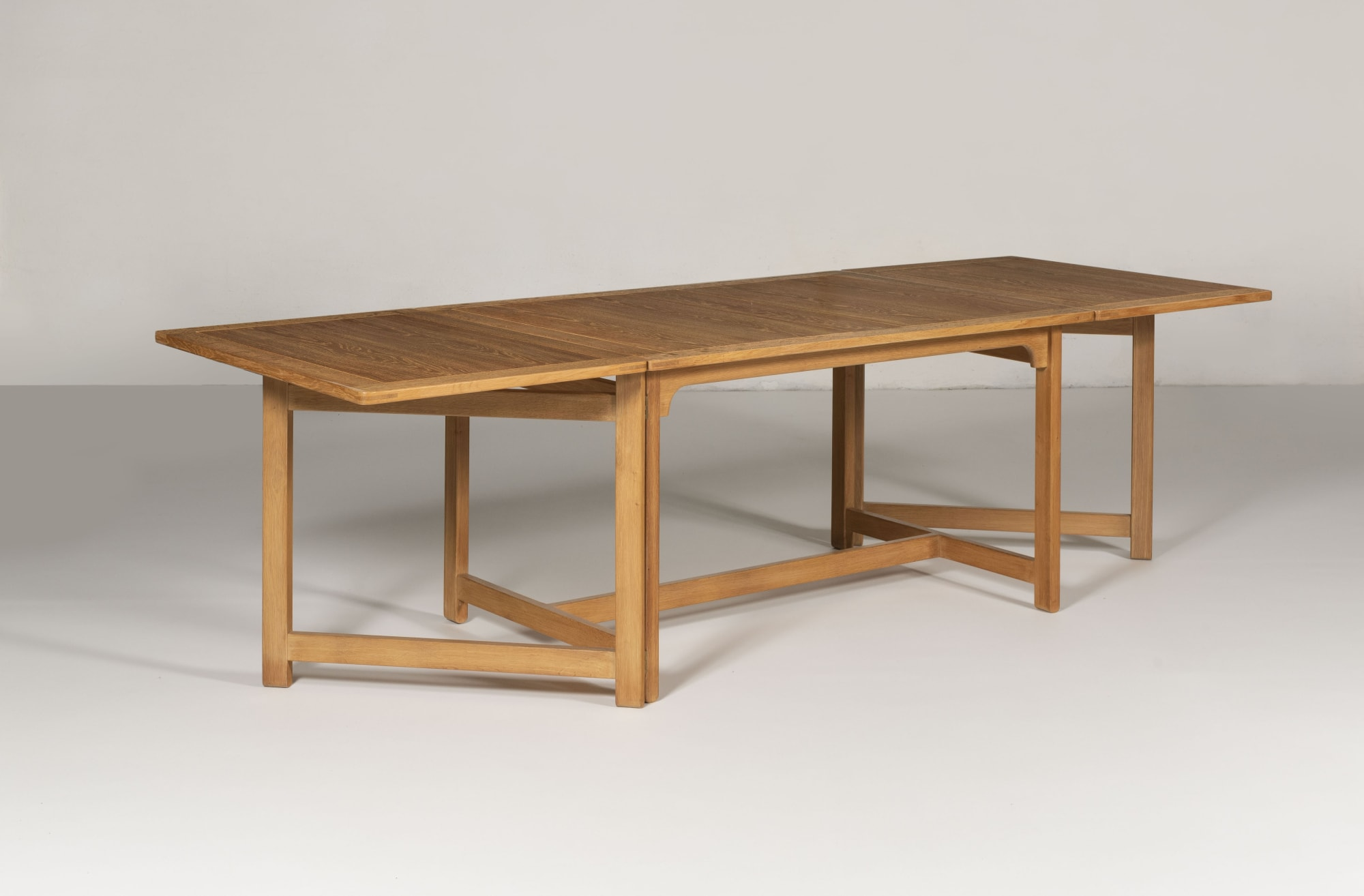 COLLECTING DESIGN: AN INTRODUCTION TO ICONIC ARCHITECTS AND CABINET MAKERS