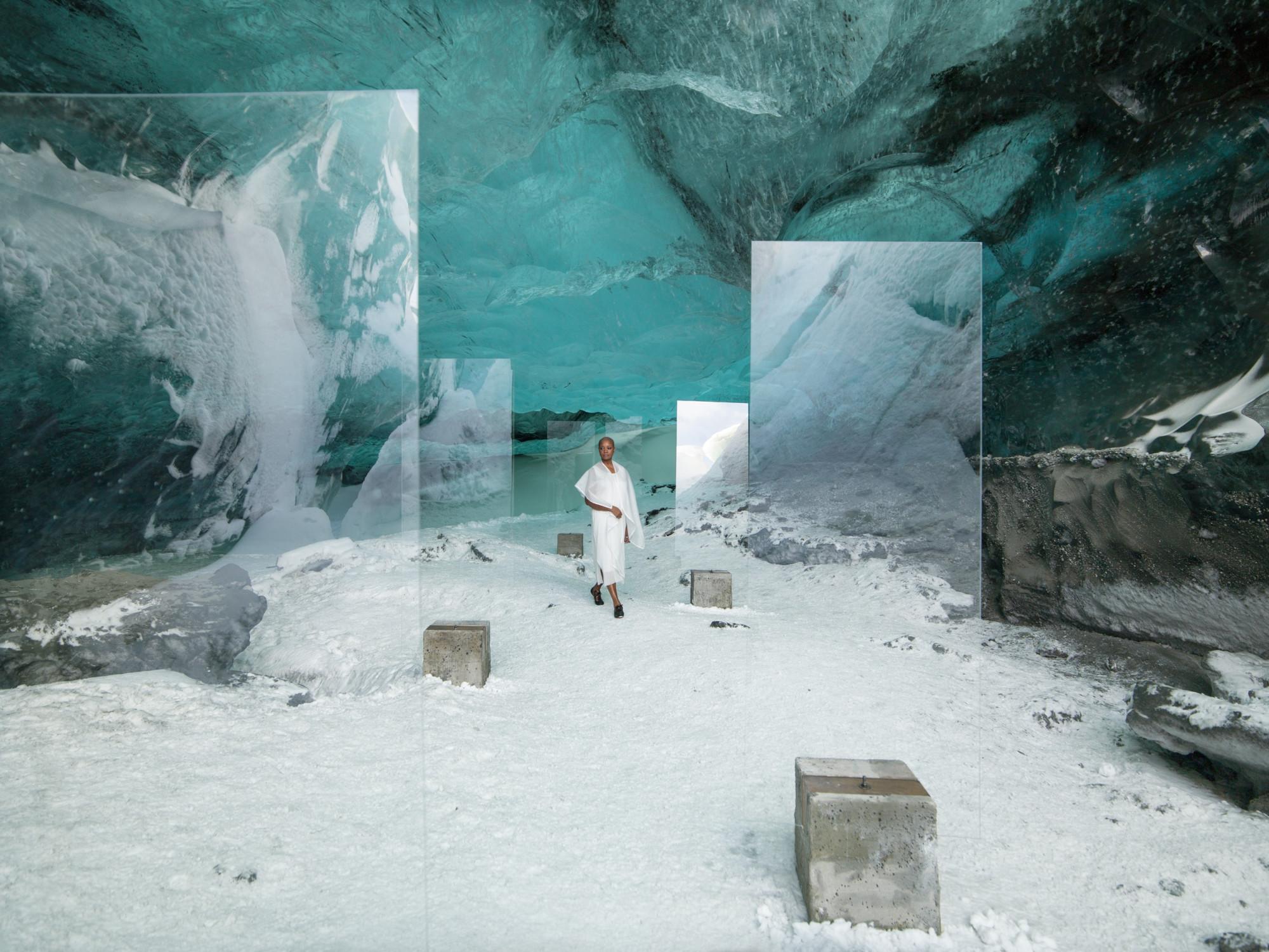 Isaac Julien, En Passage (Stones Against Diamonds), 2015