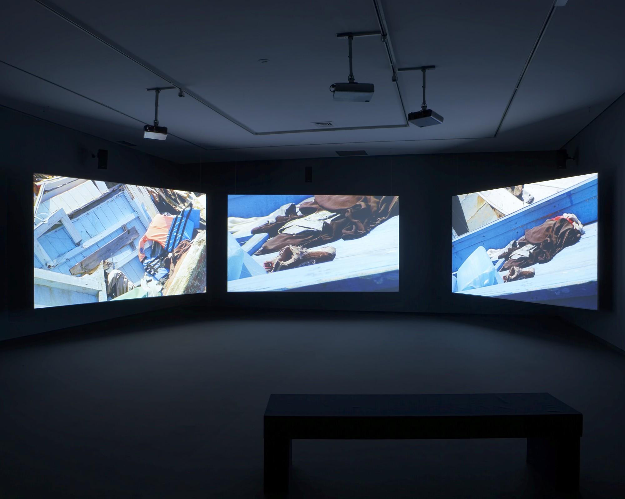 Isaac Julien: Western Union Small Boats. Galería Helga de Alvear, Madrid, 2008  18'22', three-screen film installation, 16mm film transferred to digital, colour, 5.1 sound