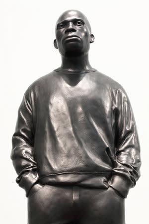 Thomas J Price, New Drape (Shakespeare Road), 2010, Bronze and spray painted steel, 158 x 37 x 37 cm, 62.25 x 14.58 x 14.58 in