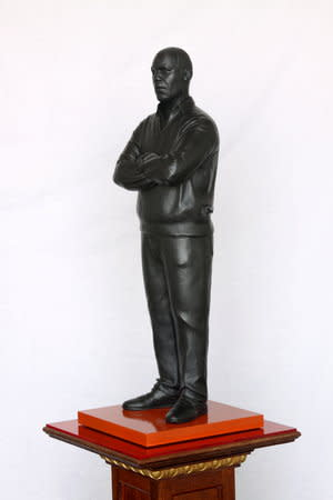 Thomas J Price, What Next (Angell Road), 2011, Bronze, Perspex and wooden base, 188.5 x 36 cm, 74.27 x 14.18 in