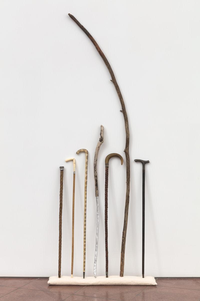Andrea Geyer un/rest, 2021 Wood, metal, aluminum leaf Dimensions variable