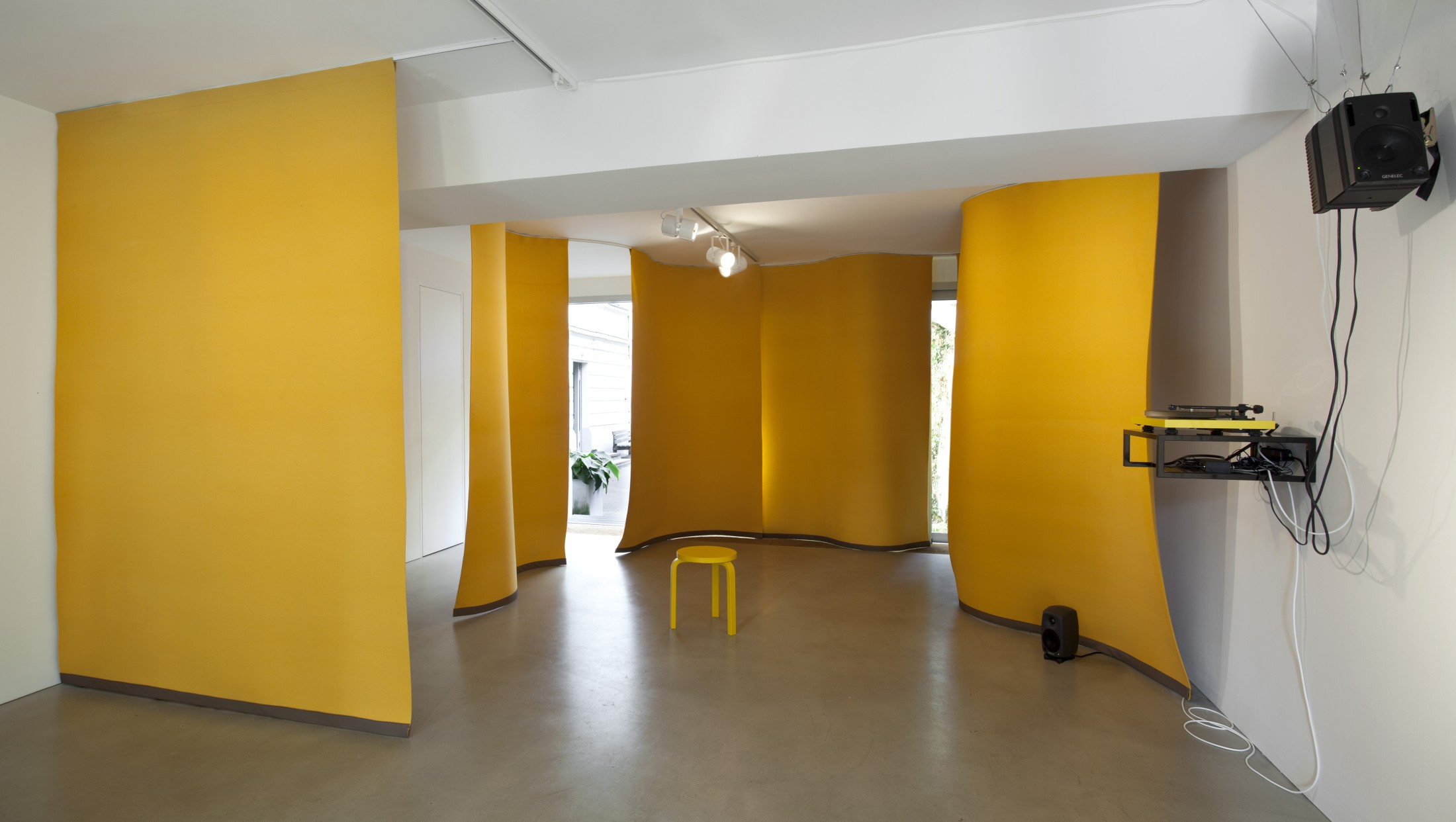 Angela Bulloch, Yellow Music Station – Extra Large, 2012. Photo © Andrea Rossetti