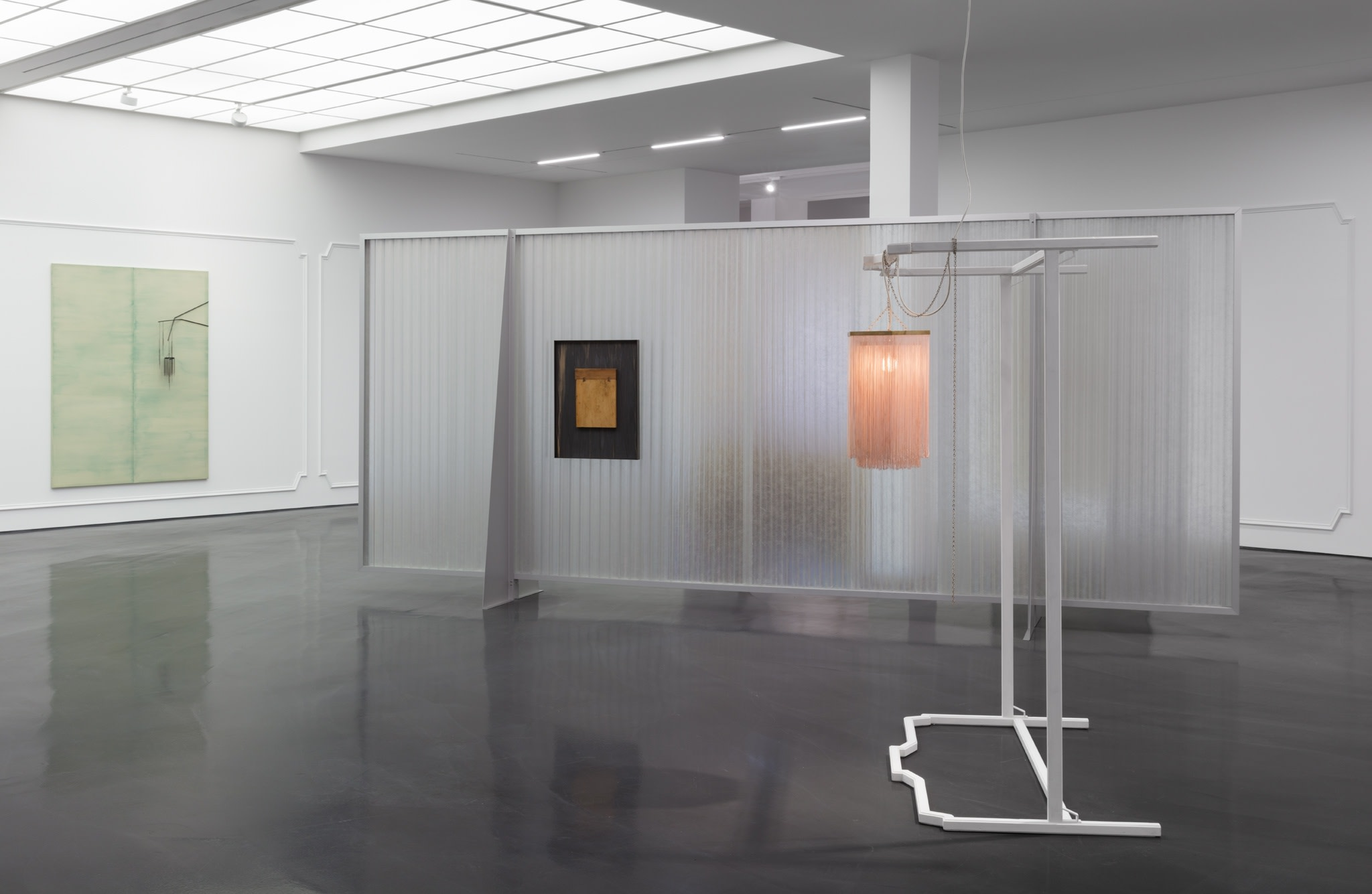 Exhibition view: Martin Boyce, The Light Pours Out, Esther Schipper, Berlin, 2018. Photo © Andrea Rossetti.
