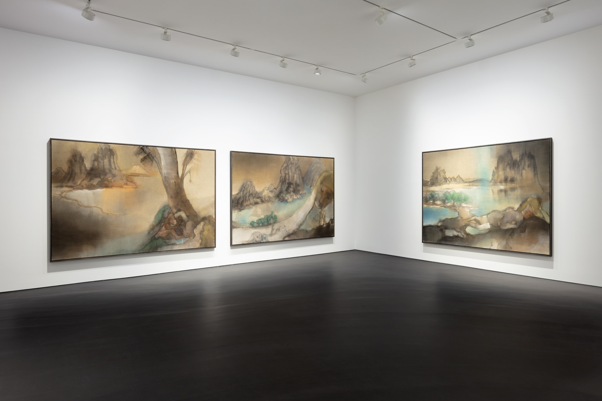 From left to right: Leiko Ikemura, Genesis, 2015, tempera on jute, 190 x 290 cm (74 3/4 x 114 1/8 in); Tokaido, 2015, tempera on jute, 190 x 290 cm (74 3/4 x 114 1/8 in); Tokaido, 2015, tempera on jute, 190 x 290 cm (74 3/4 x 114 1/8 in). Photo © Andrea Rossetti