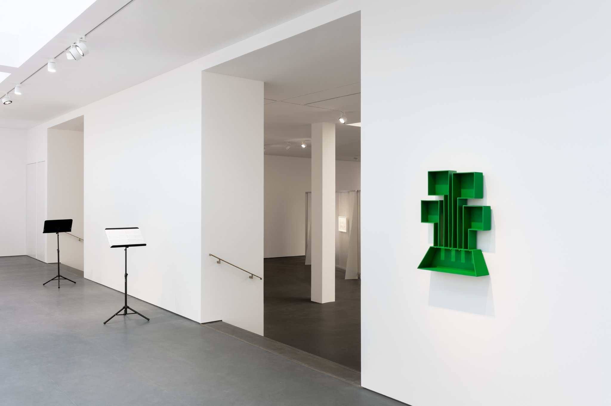 Exhibition view: PS81E, Esther Schipper, Berlin, 2020. Photo © Andrea Rossetti