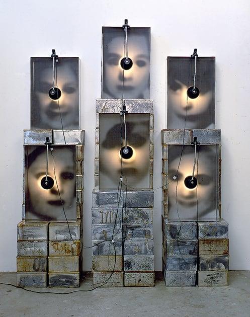 Christian Boltanski, Reliquaire, 1990