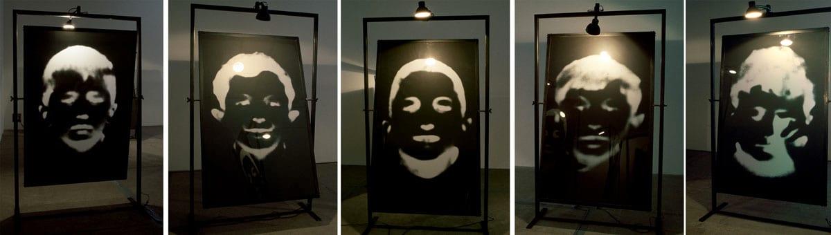 Christian Boltanski, Les Miroirs Noirs, 2000