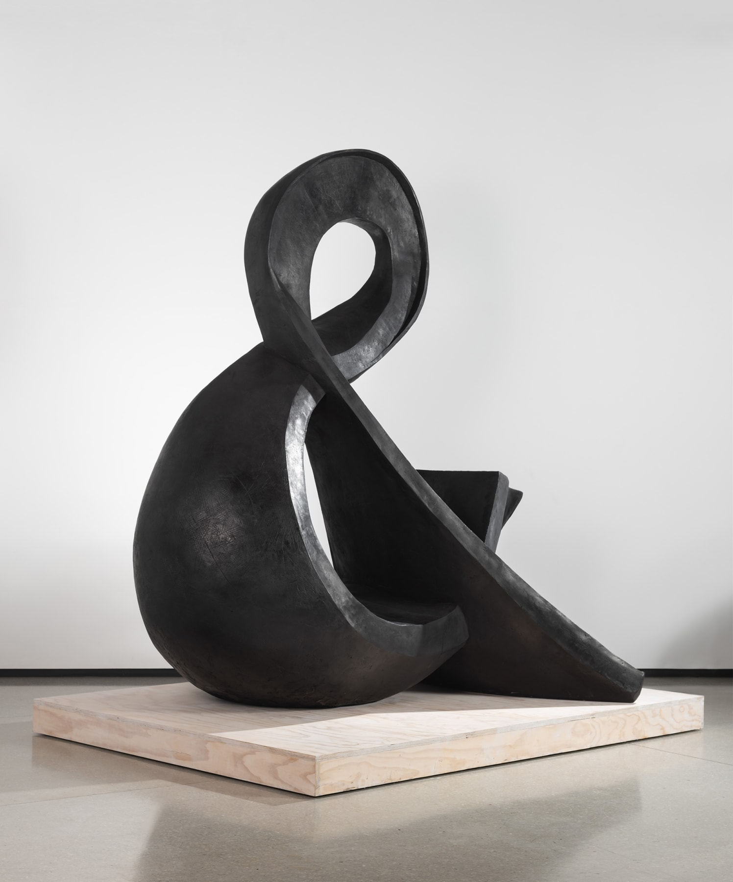 a black ampersand sculpture made of brass by William Kentridge