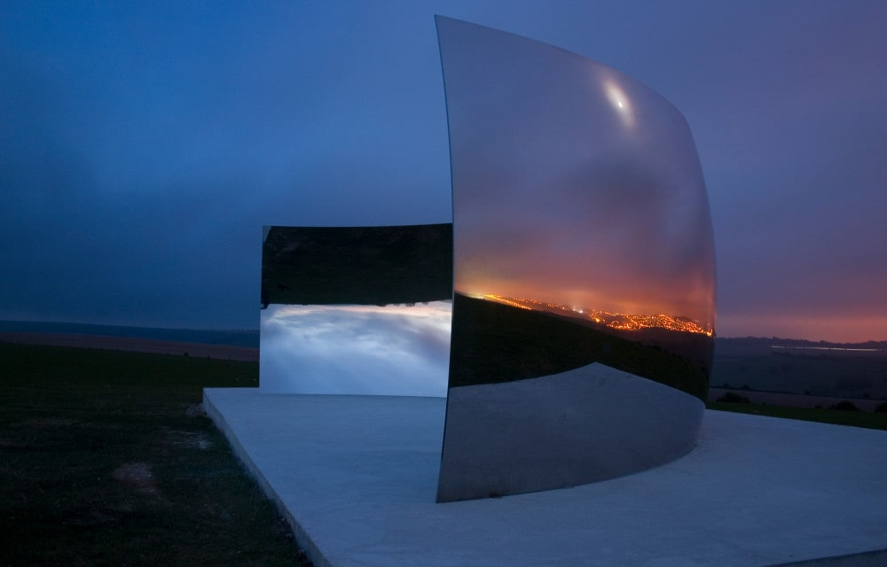 Performing sculpture: Anish Kapoor's spatial optics
