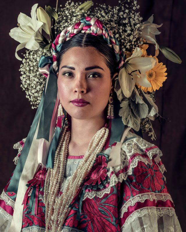 <span class=&#34;link fancybox-details-link&#34;><a href=&#34;/exhibitions/9/works/artworks4837/&#34;>View Detail Page</a></span><div class=&#34;medium&#34;>Tehuanas   Oaxaca   Mexico 2017<br /> <br /> Archival print, Wooden frame with museum glass</div> <div class=&#34;dimensions&#34;>120 x 100 cm Price on request</div> <div class=&#34;edition_details&#34;>Edition 2 of 6</div>