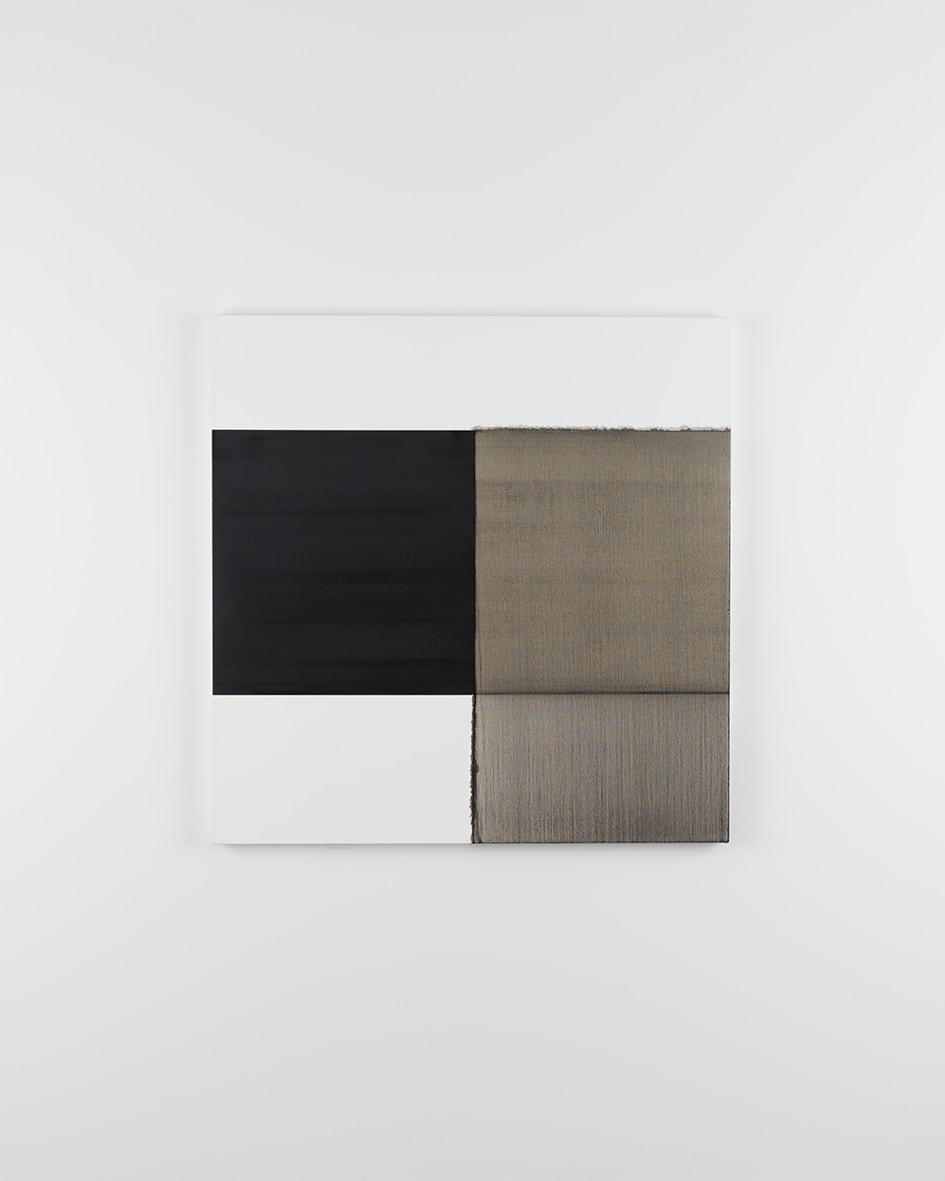 "<span class=""link fancybox-details-link""><a href=""/artists/33-callum-innes/works/12405/"">View Detail Page</a></span><div class=""artist""><strong>CALLUM INNES</strong></div> <div class=""title""><em>Exposed Painting Lamp Black Asphalt</em>, 2015</div> <div class=""medium"">oil on linen</div> <div class=""dimensions"">120 x 118 cm</div>"