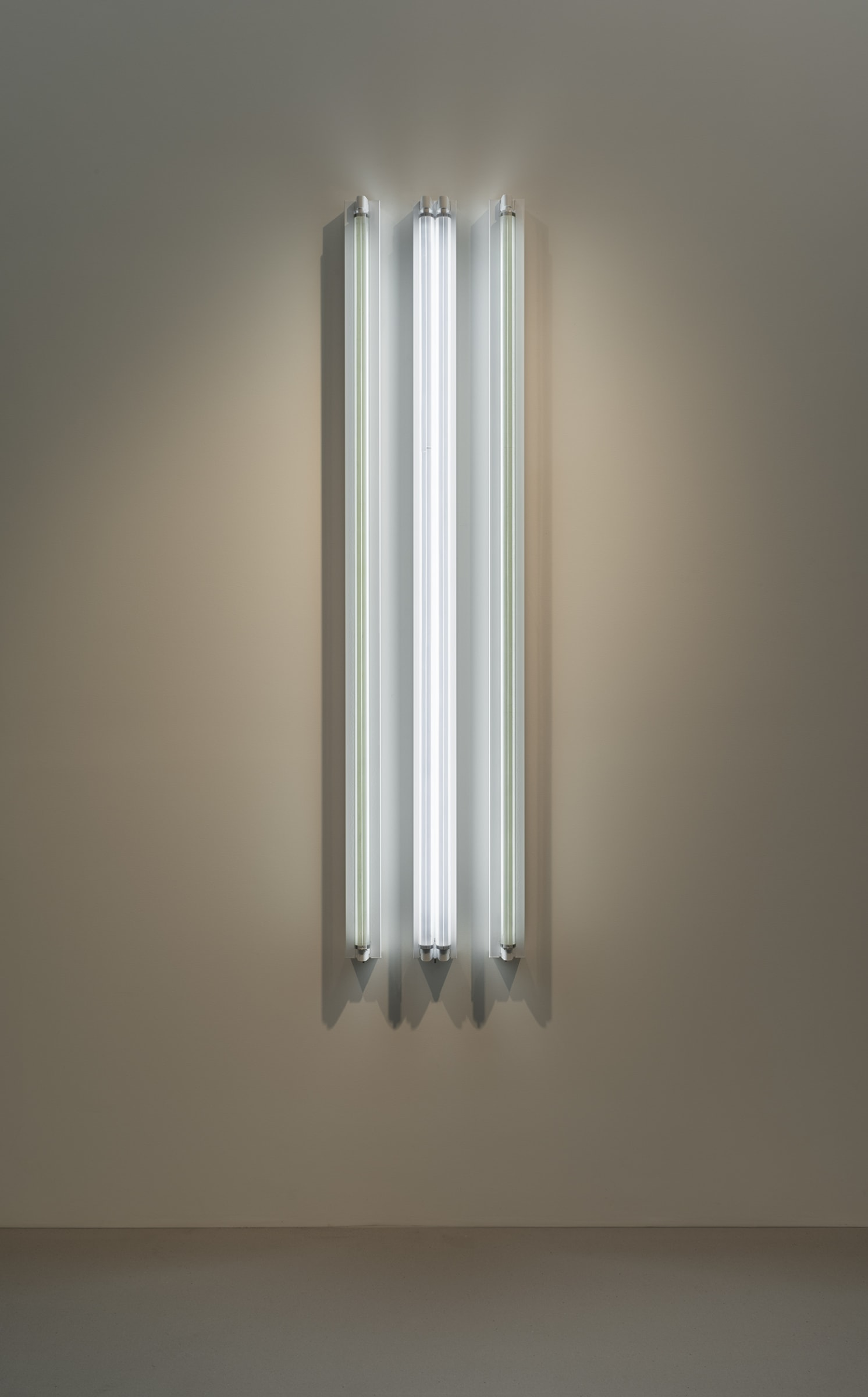 "<span class=""link fancybox-details-link""><a href=""/exhibitions/160/works/artworks14397/"">View Detail Page</a></span><div class=""artist""><strong>ROBERT IRWIN</strong></div><div class=""title""><em>#3x 6'D Four Fold</em>, 2016</div><div class=""medium"">light, shadow, reflection, color<br>Grey#2 / Pale Blue TWS / Grey#2</div><div class=""dimensions"">183 x 41 x 11 cm<br>72 1/8 x 16 1/4 x 4 1/4 in</div>"