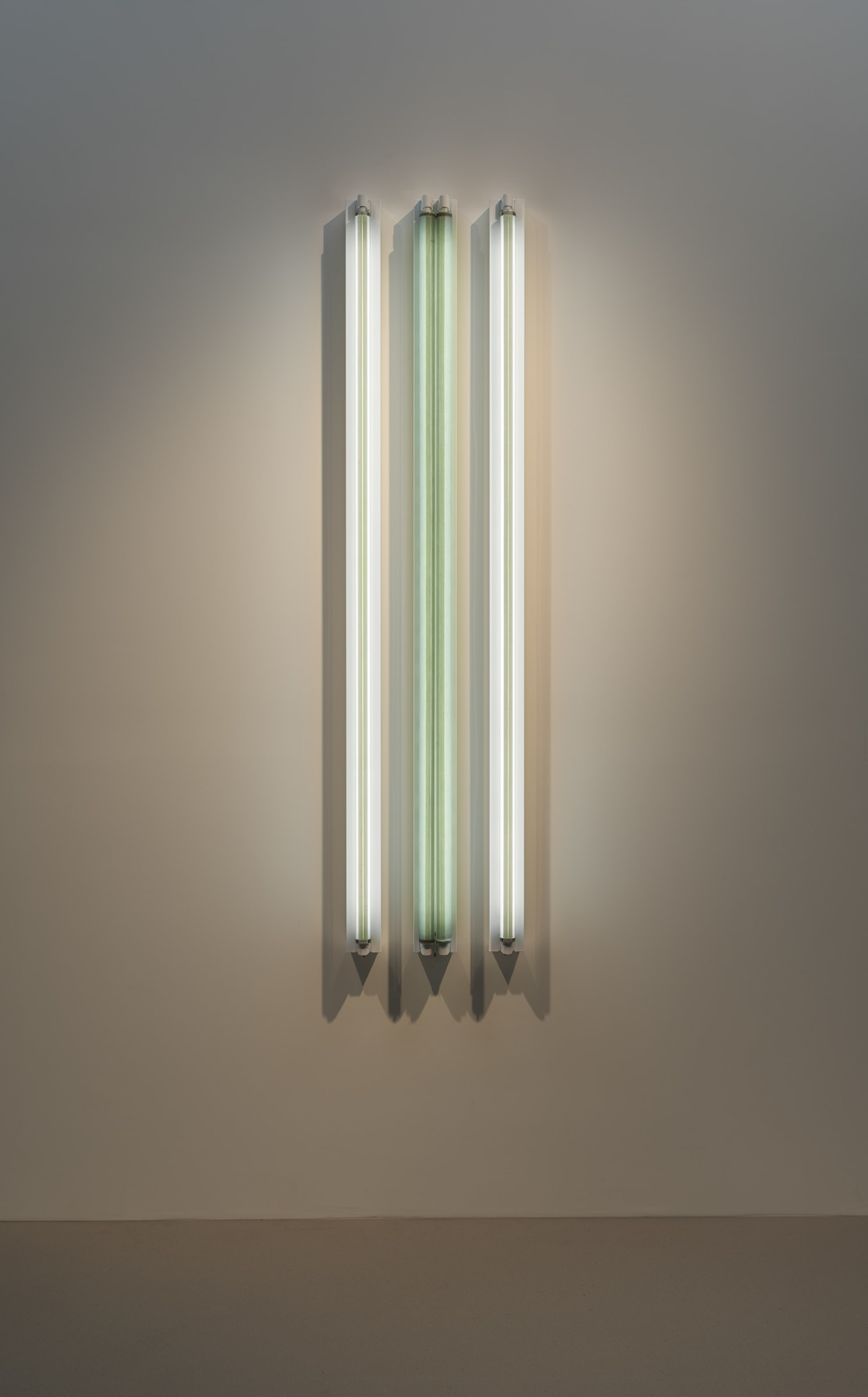 "<span class=""link fancybox-details-link""><a href=""/exhibitions/160/works/artworks14396/"">View Detail Page</a></span><div class=""artist""><strong>ROBERT IRWIN</strong></div><div class=""title""><em>#3x 6'D Four Fold</em>, 2016</div><div class=""medium"">light, shadow, reflection, color<br>Grey #2 / Jade++ -><- / Grey #2</div><div class=""dimensions"">183 x 41 x 11 cm<br>72 1/8 x 16 1/8 x 4 in</div>"