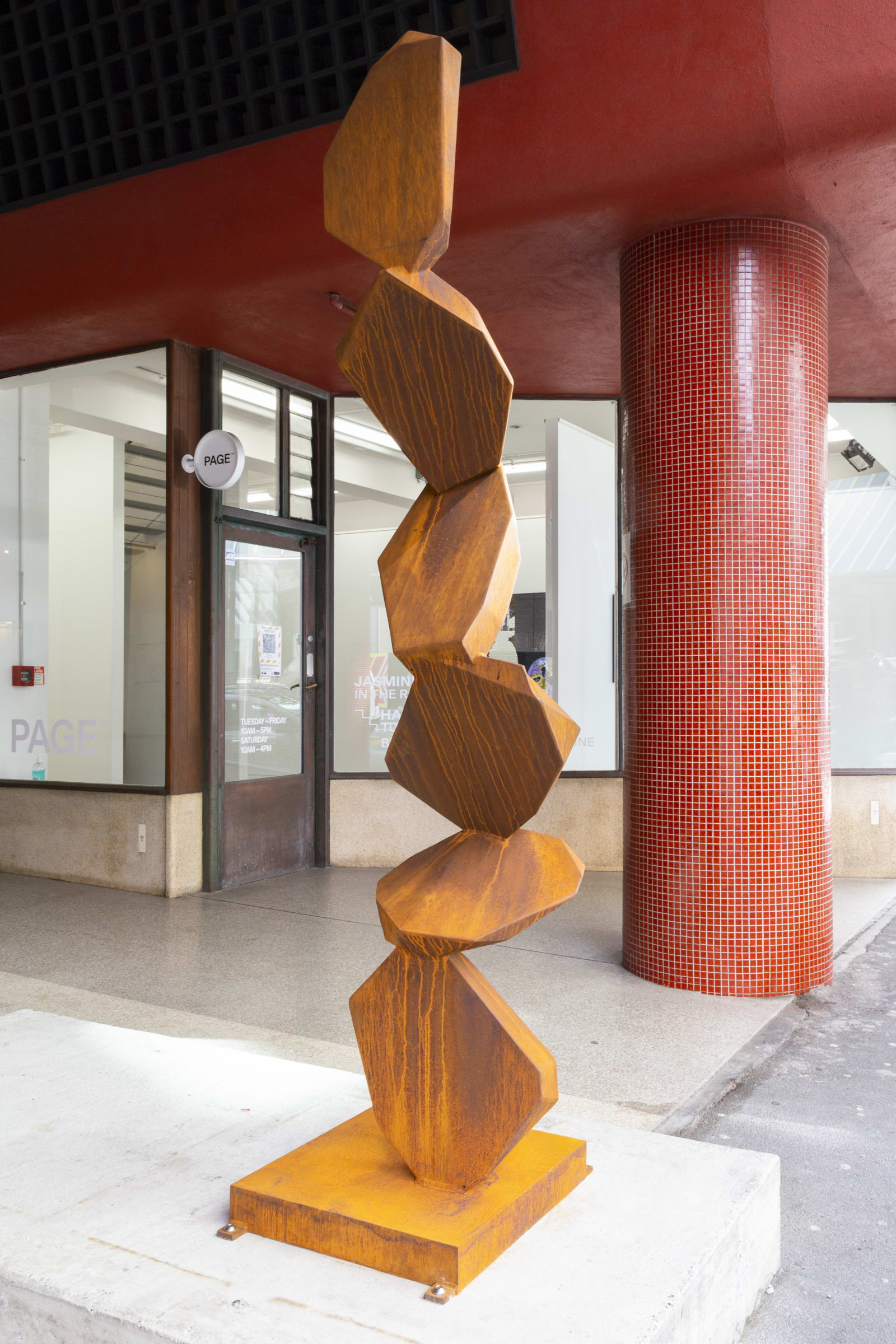 """<span class=""""link fancybox-details-link""""><a href=""""/exhibitions/128/works/artworks9031/"""">View Detail Page</a></span><div class=""""medium"""">NZ made corten steel<br /> </div> <div class=""""dimensions"""">2300 x 550 x 550</div>"""
