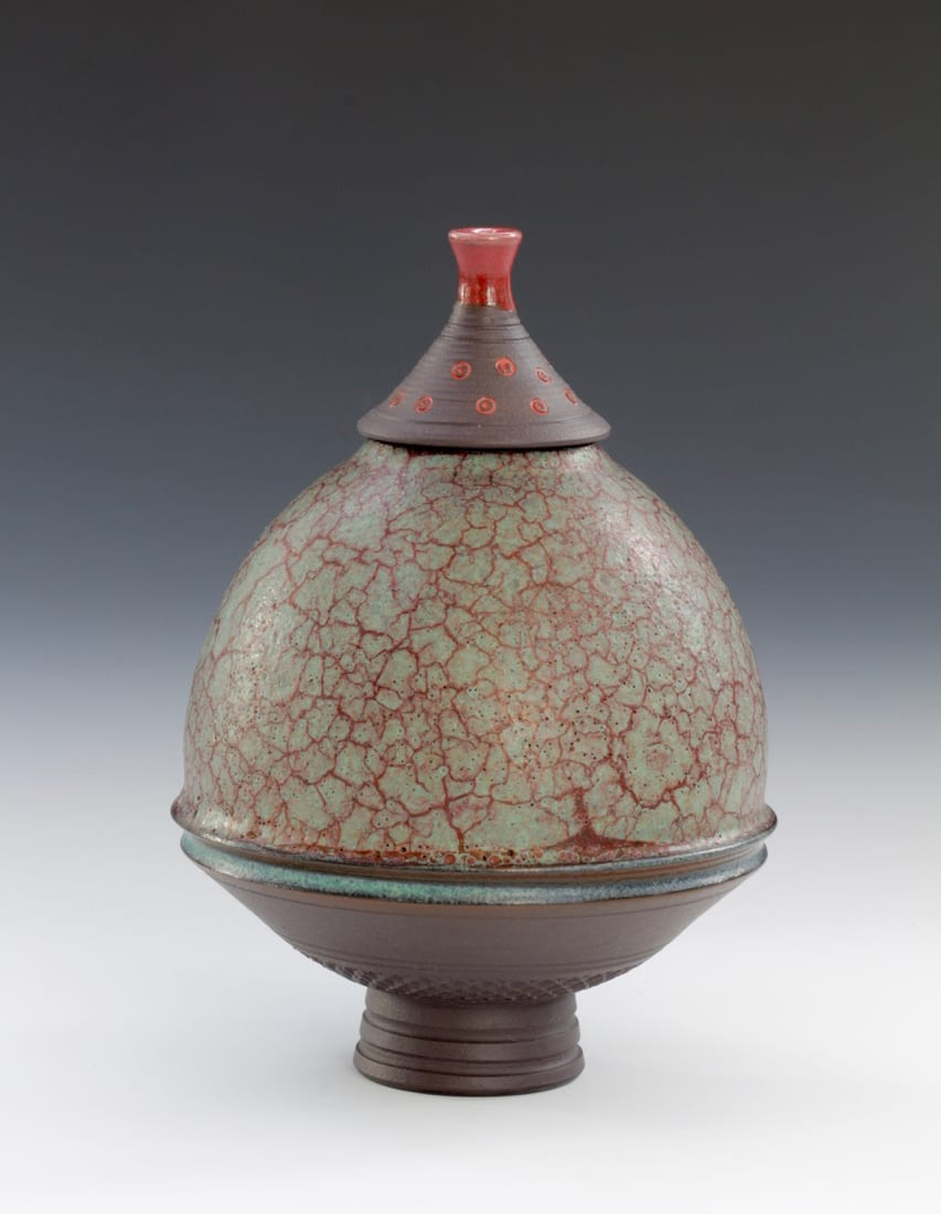 "<span class=""link fancybox-details-link""><a href=""/artists/61-geoffrey-swindell/works/7467-geoffrey-swindell-onyx-lidded-pot-2021/"">View Detail Page</a></span><div class=""artist""><strong>Geoffrey Swindell</strong></div> b. 1945 <div class=""title""><em>Onyx Lidded Pot</em>, 2021</div> <div class=""signed_and_dated"">impressed artist's seal to base</div> <div class=""medium"">Porcelain</div> <div class=""dimensions"">h. 12 cm</div><div class=""price"">£220.00</div><div class=""copyright_line"">Own Art: £22 x 10 months, 0% APR</div>"