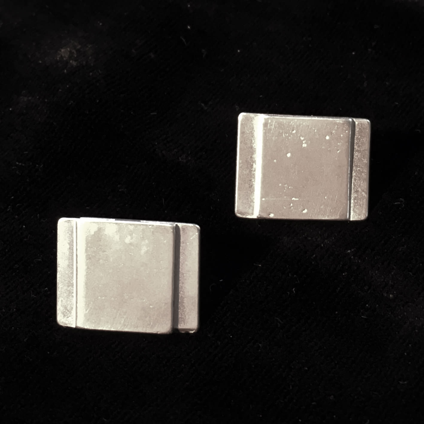 "<span class=""link fancybox-details-link""><a href=""/artists/186-helen-feiler/works/6752-helen-feiler-silver-geometric-stud-earrings-2019/"">View Detail Page</a></span><div class=""artist""><strong>Helen Feiler</strong></div> <div class=""title""><em>Silver 'Geometric' Stud Earrings</em>, 2019</div> <div class=""medium"">silver</div><div class=""price"">£110.00</div><div class=""copyright_line"">Own Art: £11.00 x 10 monthly payments</div>"